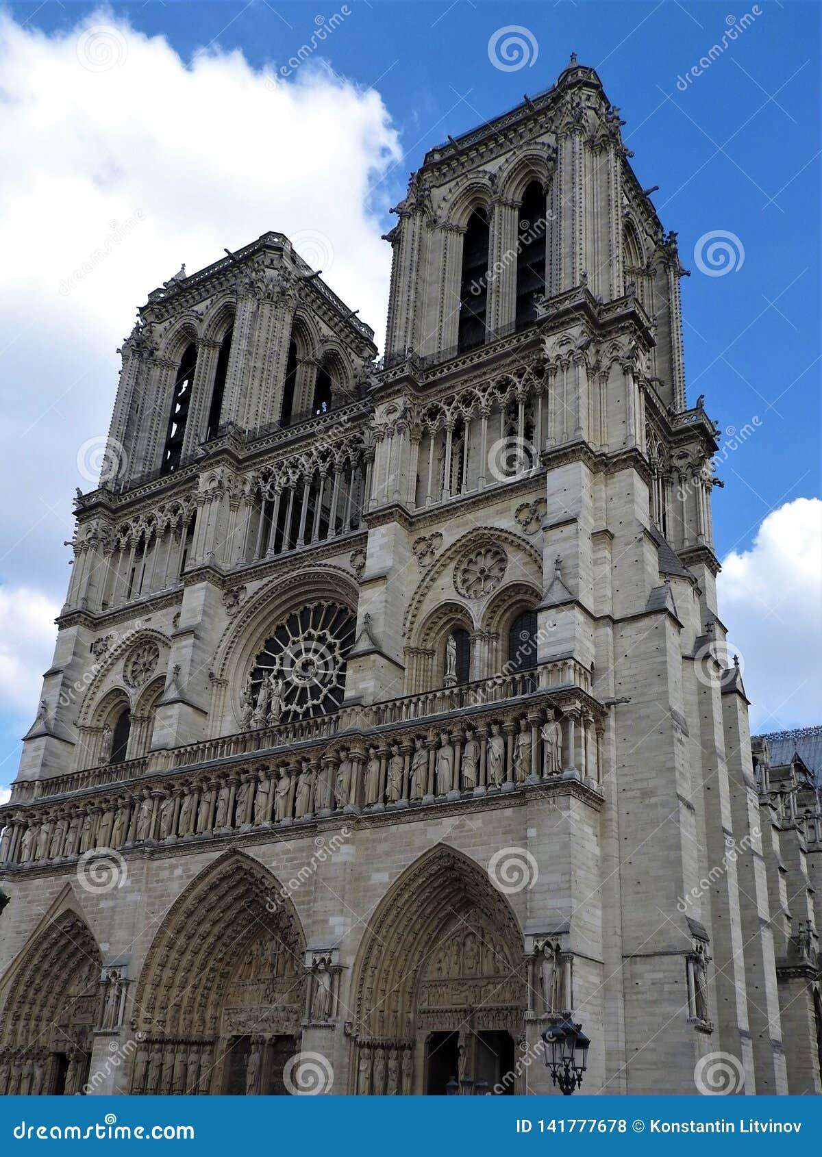 Notre Dame Cathedral, façade, temps clair, Paris, France