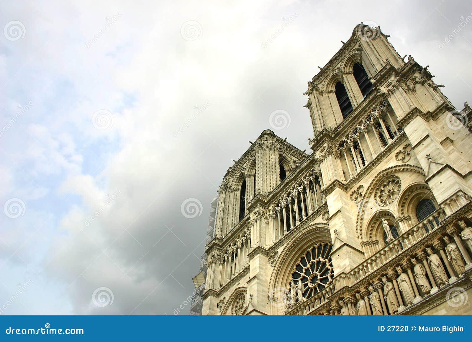 Notre Dame de Paris após a tempestade