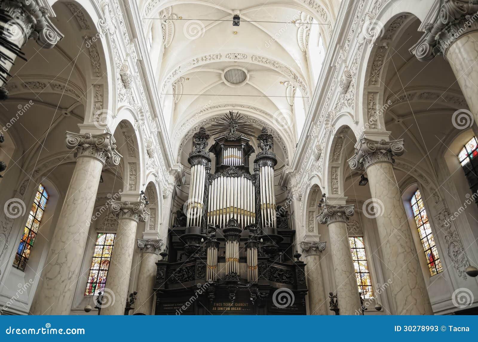 Notre Dame du菲尼斯泰尔省教会