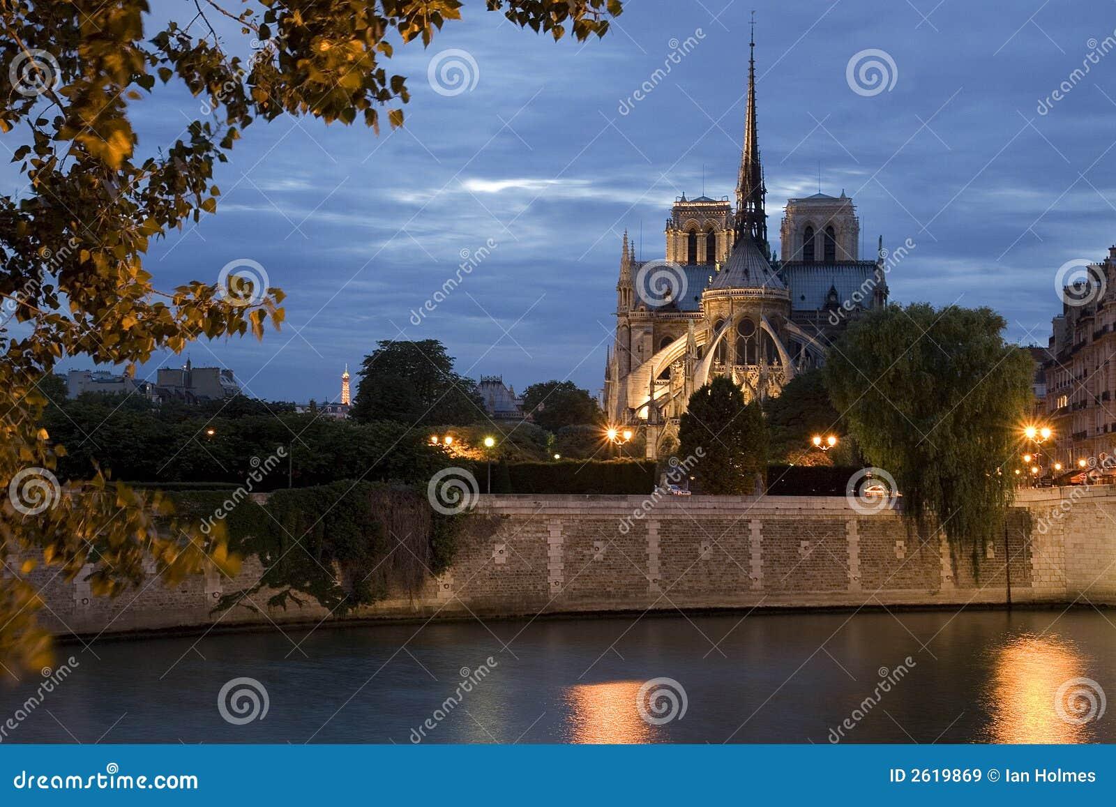 Notre Dame par nuit