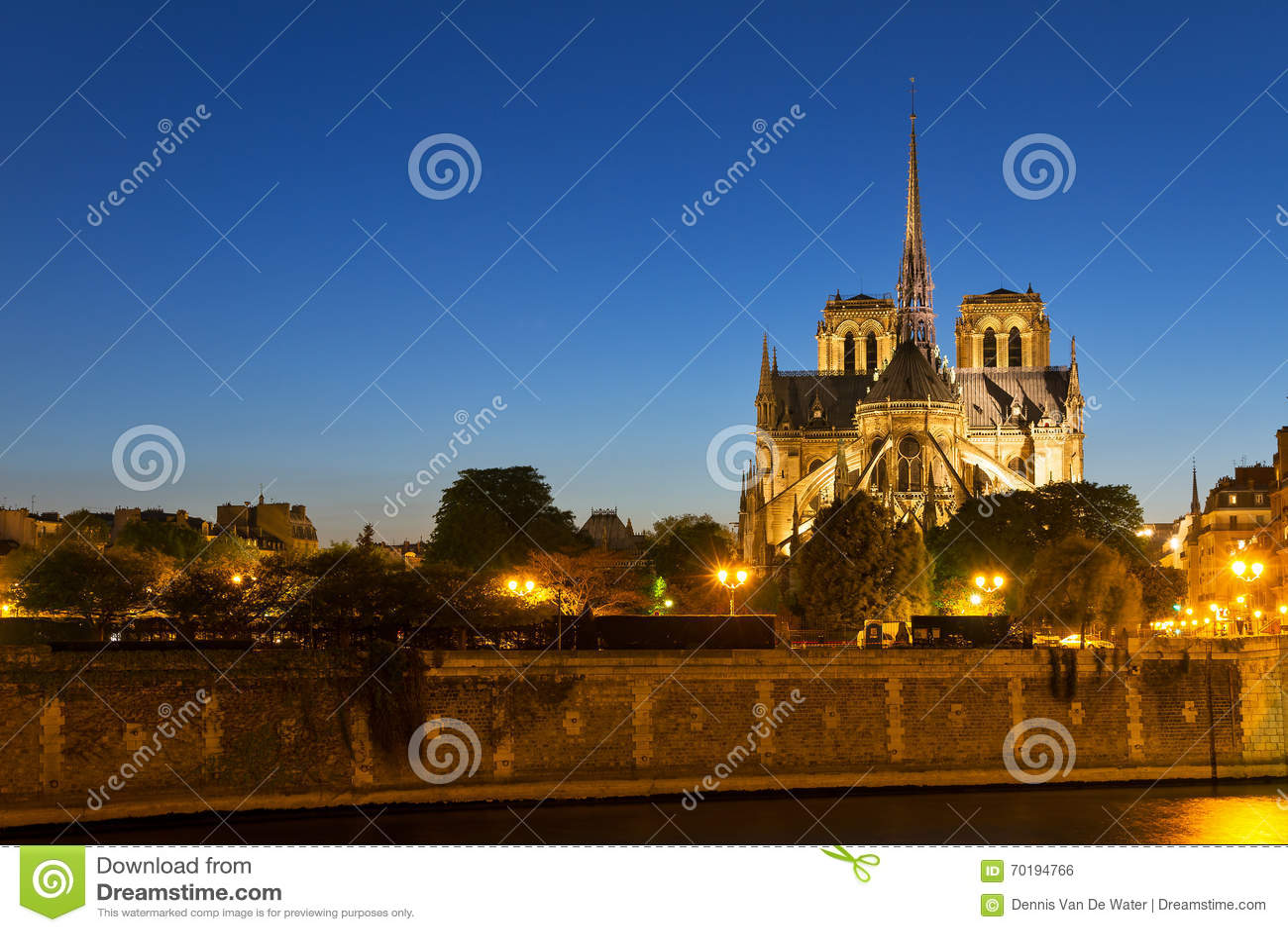 Notre-Dame skymning