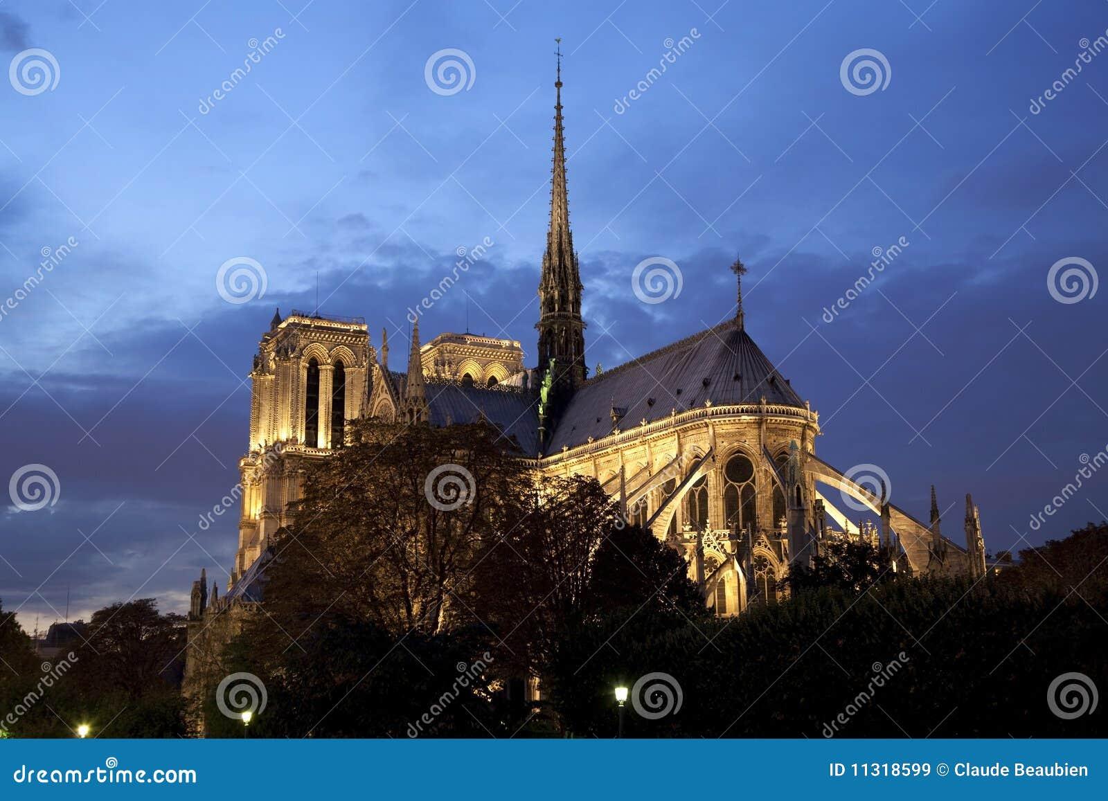 Notre- Damekathedrale nachts