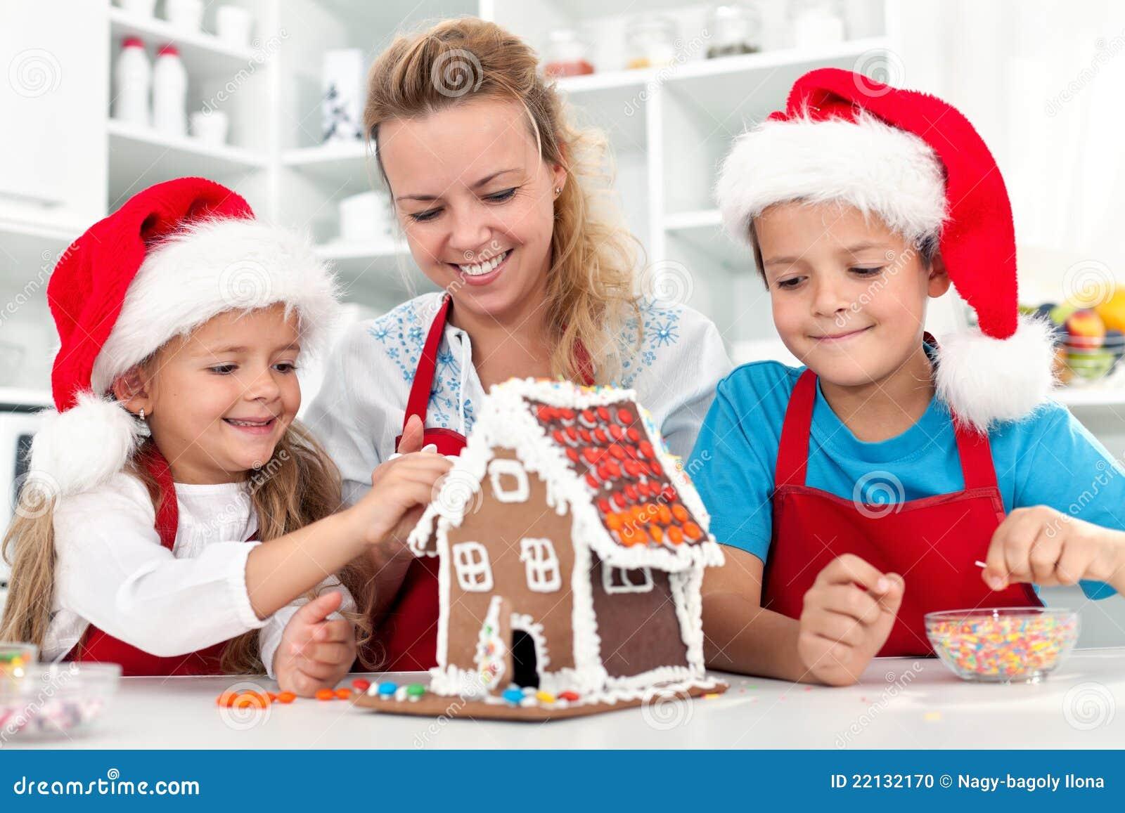 Notre maison de biscuit de pain d épice de Noël
