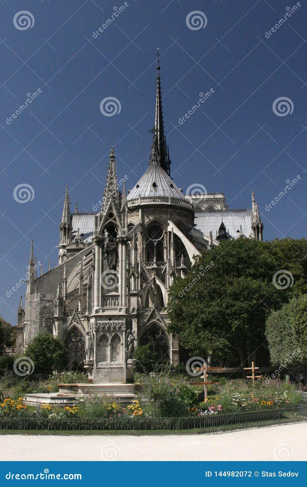 Notre paniusi katedra