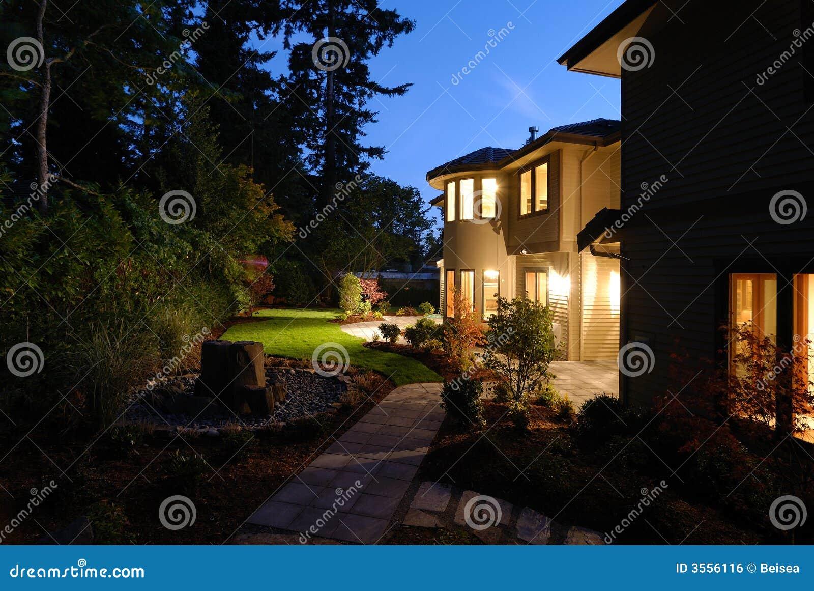 Notte al cortile