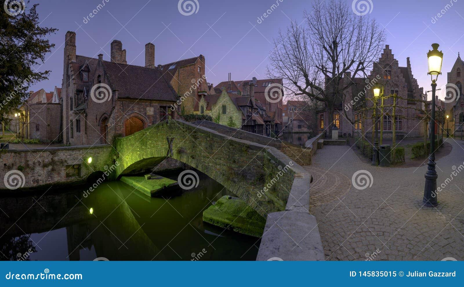 Notte sparata del ponte di Bonifacius a Bruges, Belgio