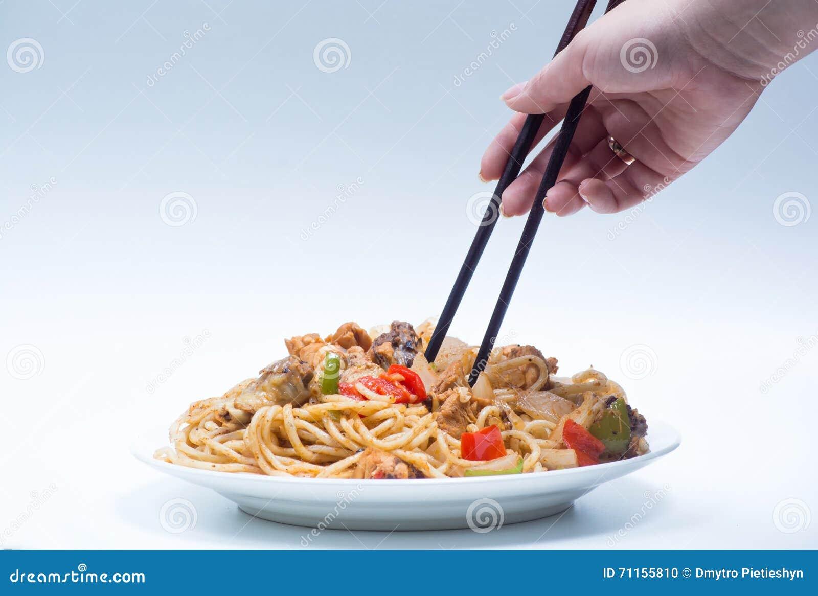 Nouilles Chinoises Avec Un Poulet Et Des Legumes Photo Stock Image
