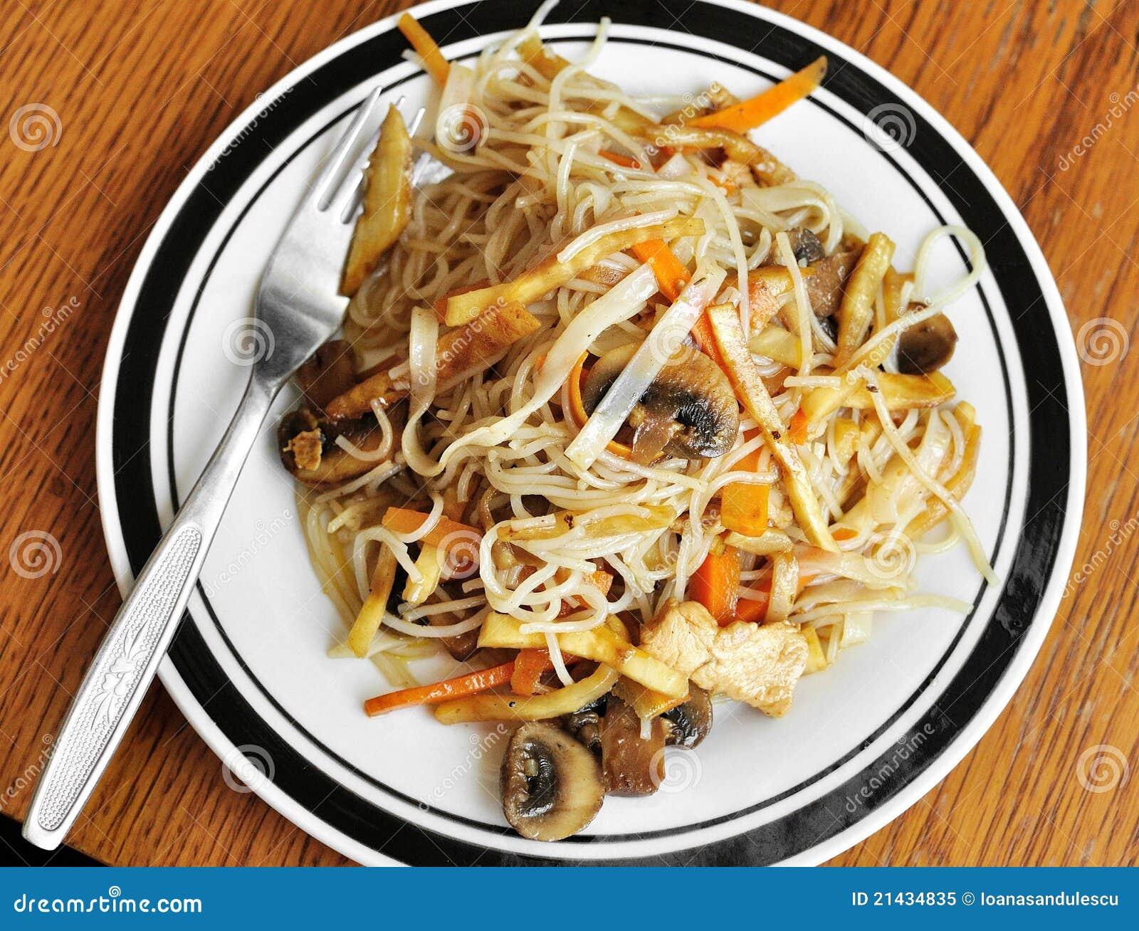 Nouilles chinoises frites