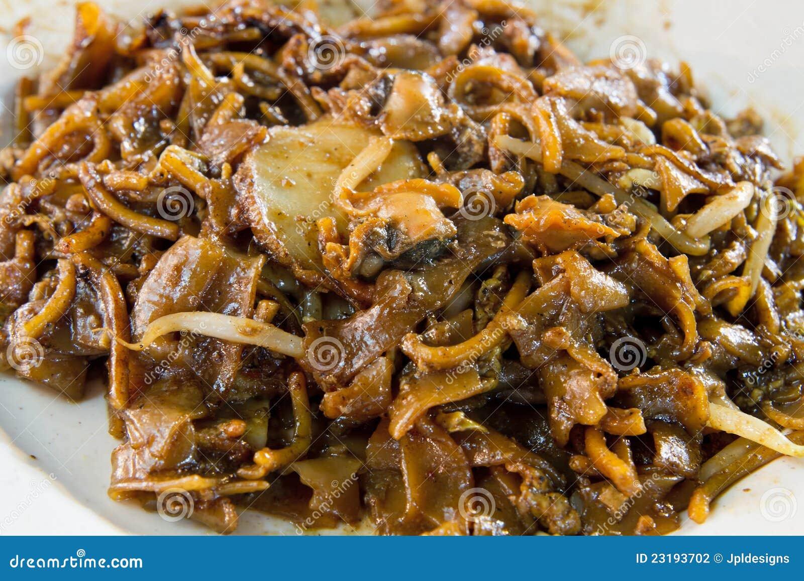 Nouilles de friture de Stir de Singapour avec des bucardes