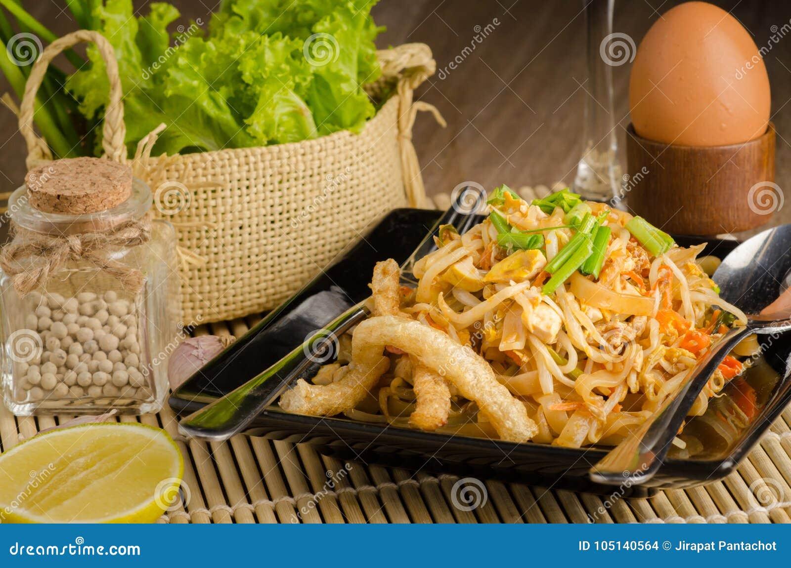 Nouilles de riz faites sauter à feu vif thaïlandaises et x28 ; Protection Thai& x29 ;