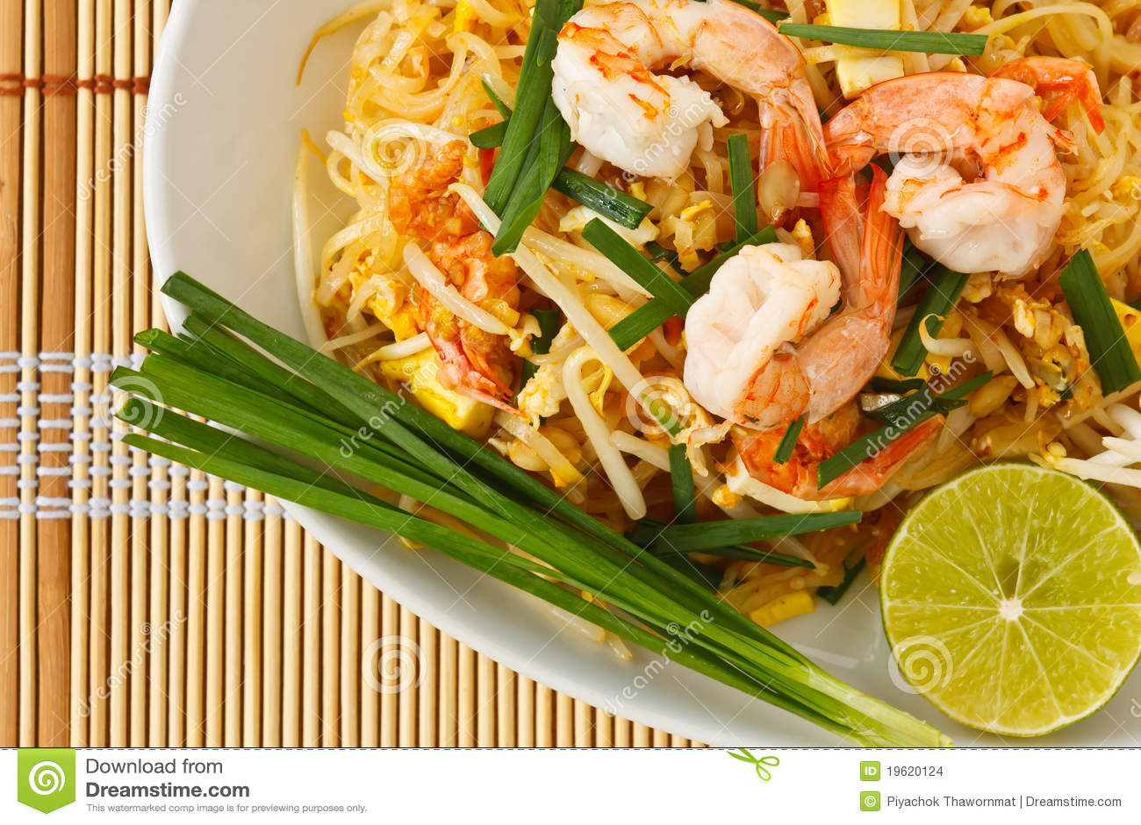 Nouilles de riz remuer-frites thaïes (garniture thaïe)