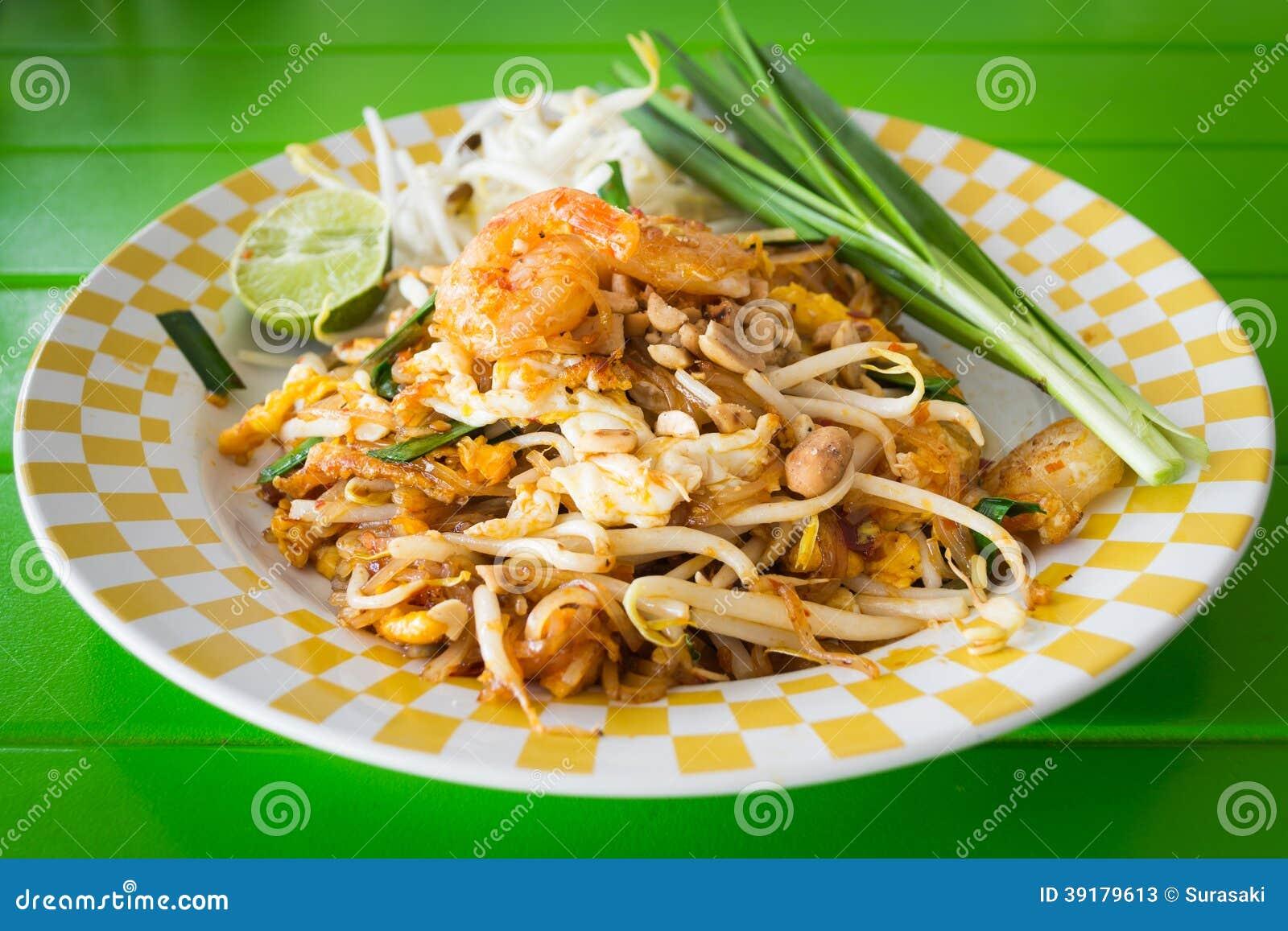 Nouilles frites par émoi avec la crevette, phat-thaïlandaise