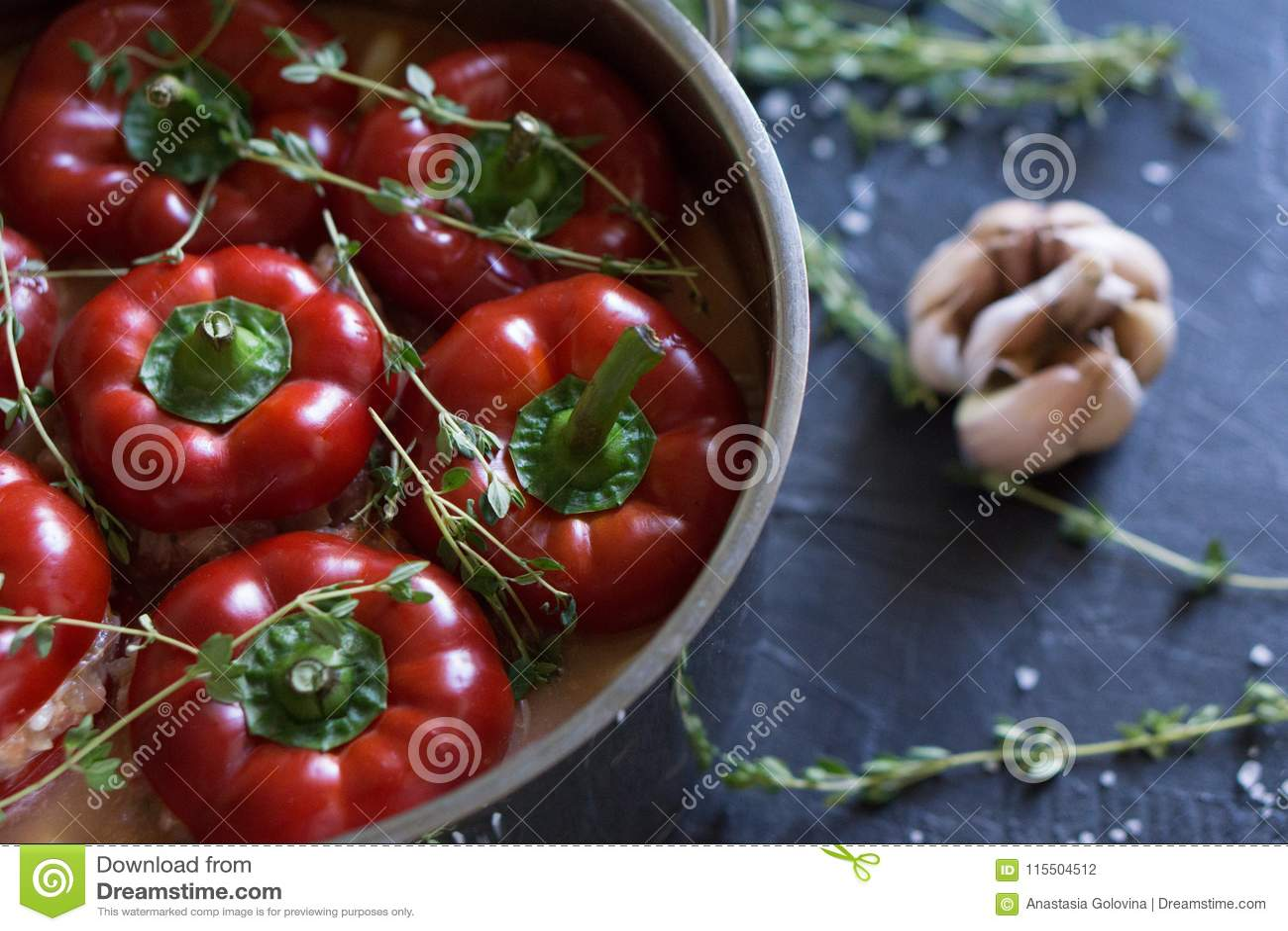 Nourriture bulgare ou hongroise traditionnelle : paprika bourré de la viande