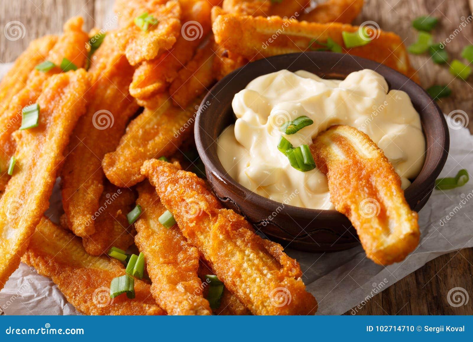 Nourriture chinoise : maïs frit avec le plan rapproché de sauce crème horizon