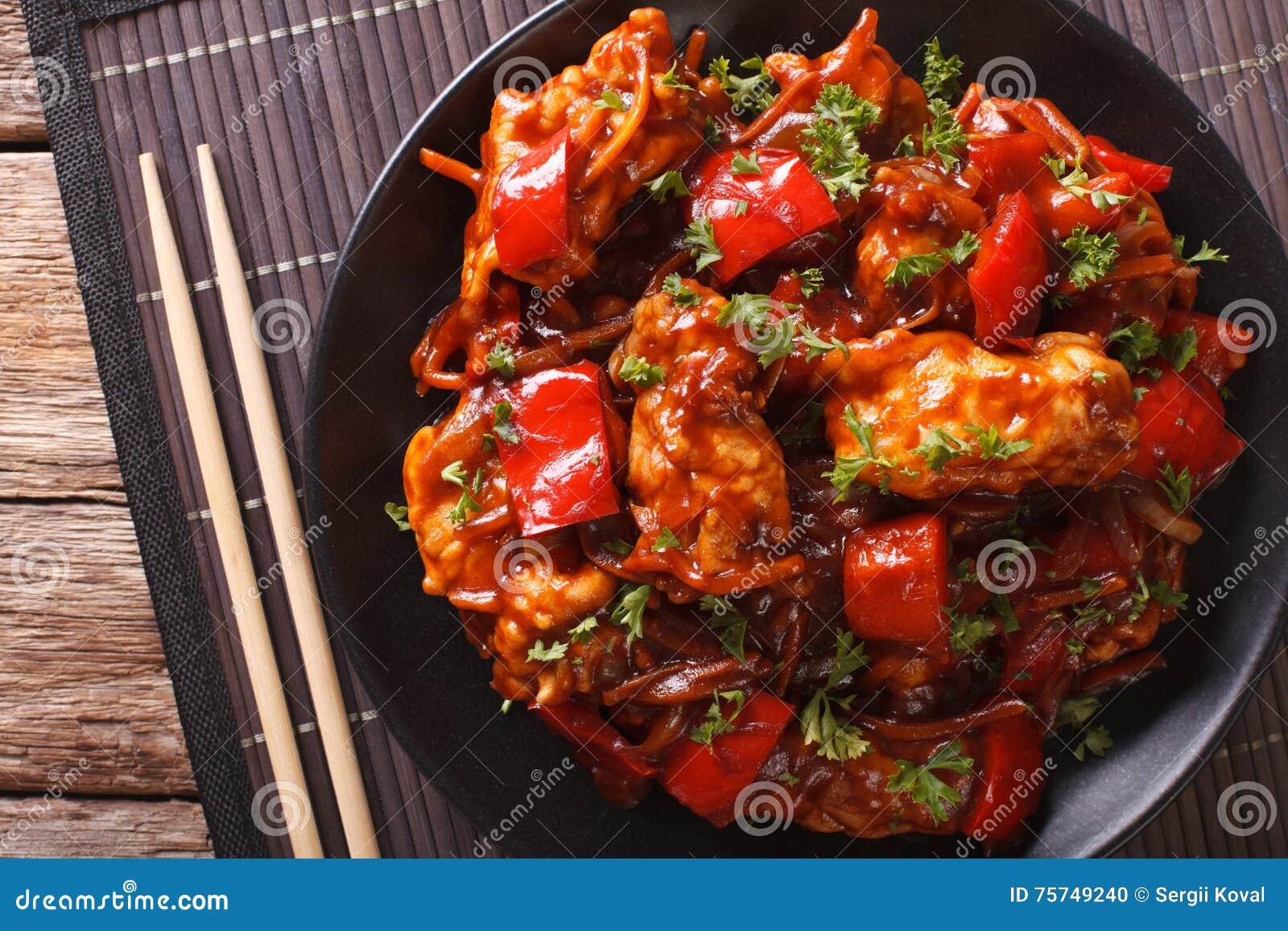 Nourriture chinoise : porc en sauce avec des légumes d un plat horizont