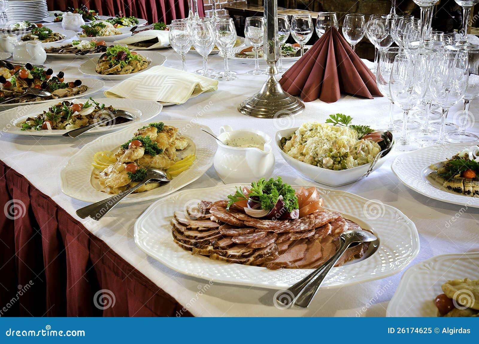 Nourriture De Tableau De Banquet Image stock - Image du froid ...