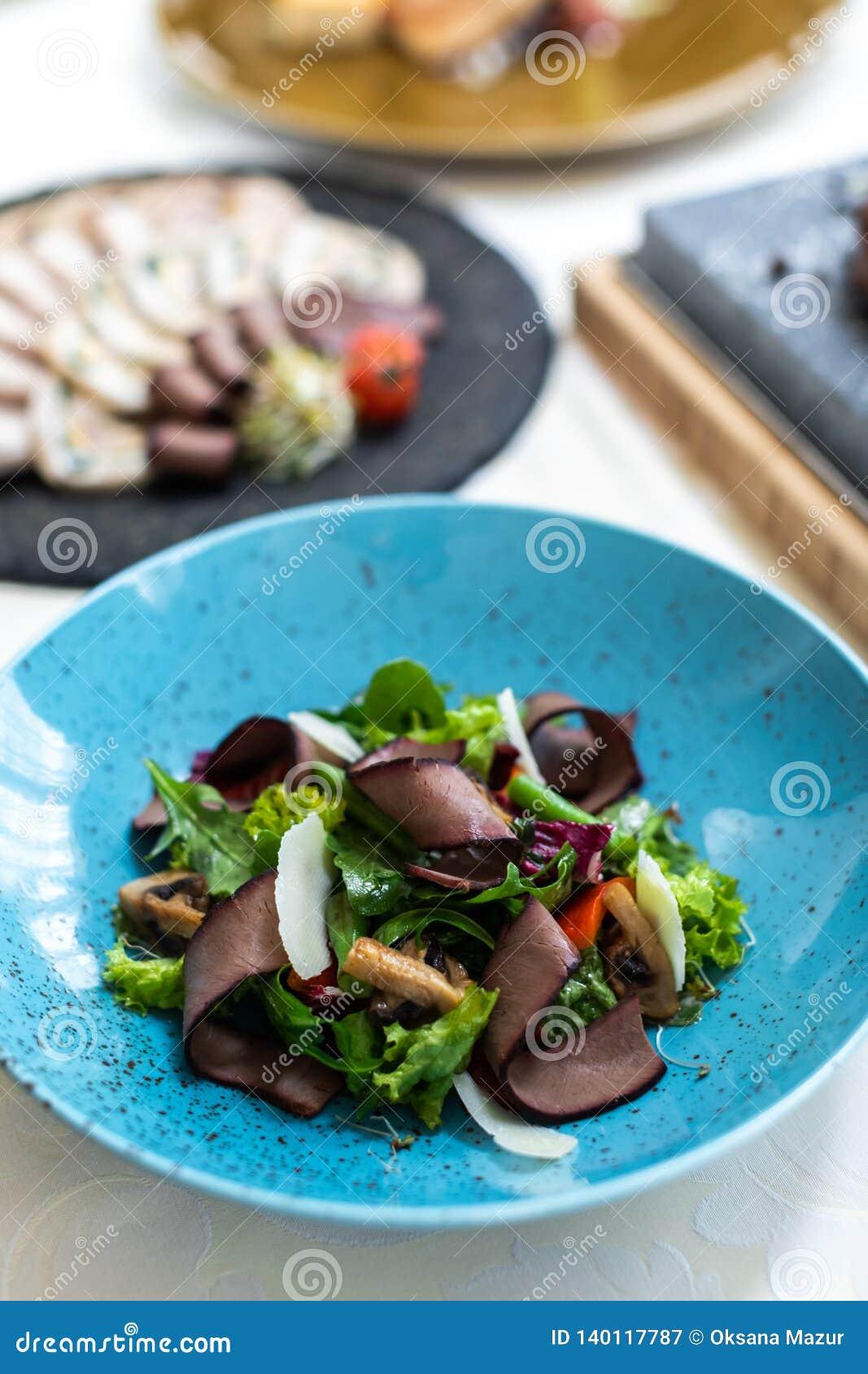 Nourriture exquise assiette Restaurant carte commande Plat exquis, concept créatif de repas de restaurant, nourriture de haute co