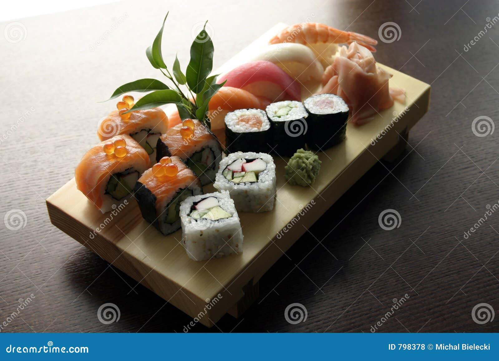 Nourriture japonaise traditionnelle de sushi