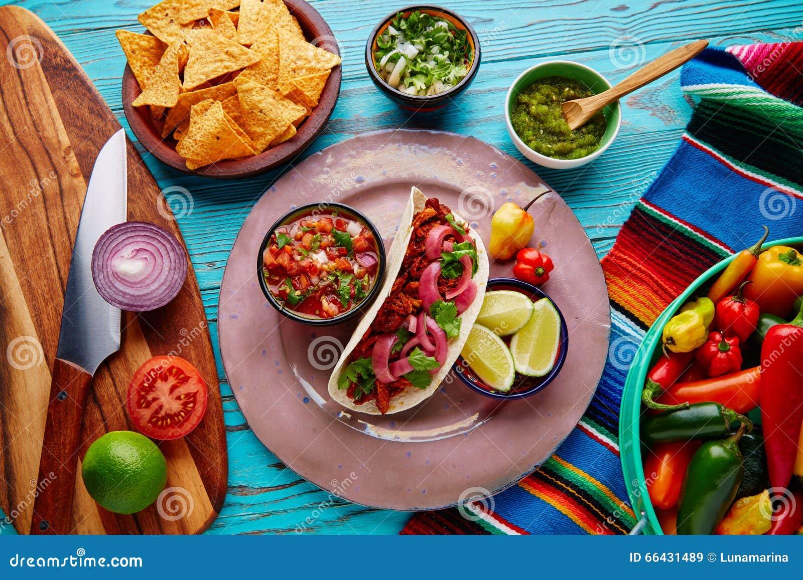 Nourriture mexicaine de Cochinita Pibil avec pico de Gallo