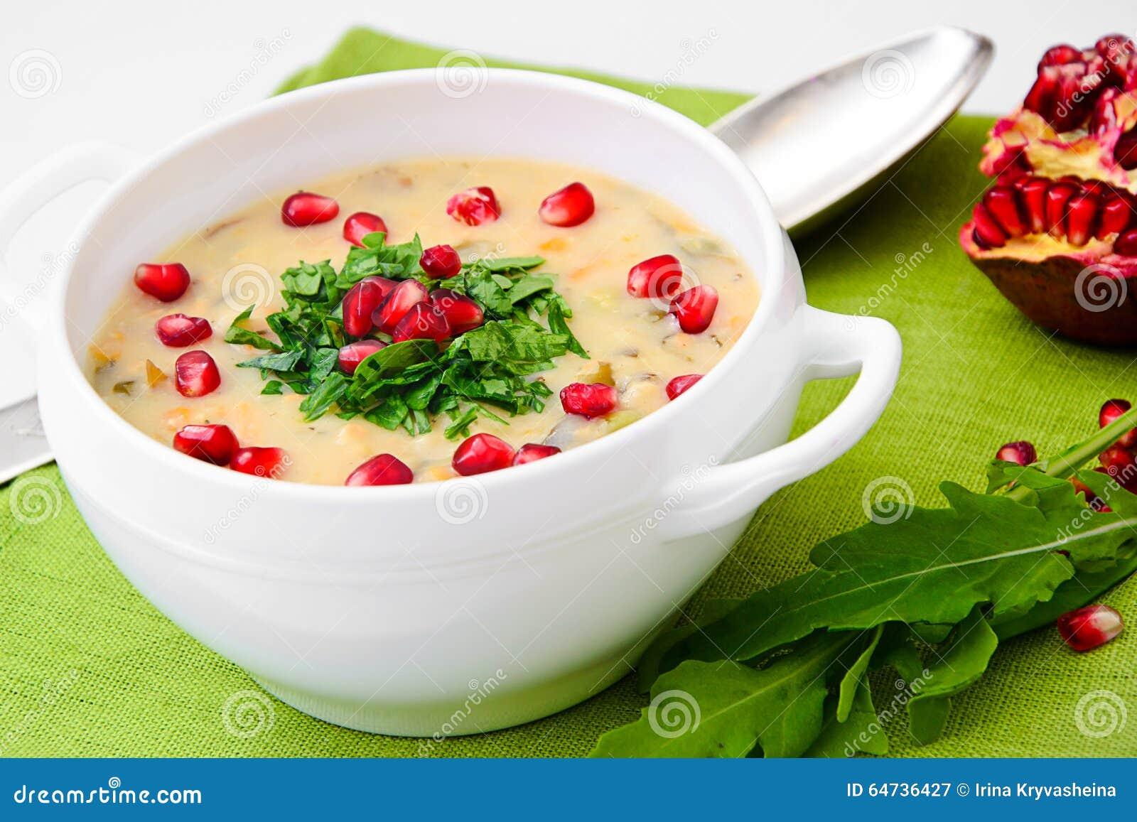 Nourriture saine et de régime : Soupe des poissons avec