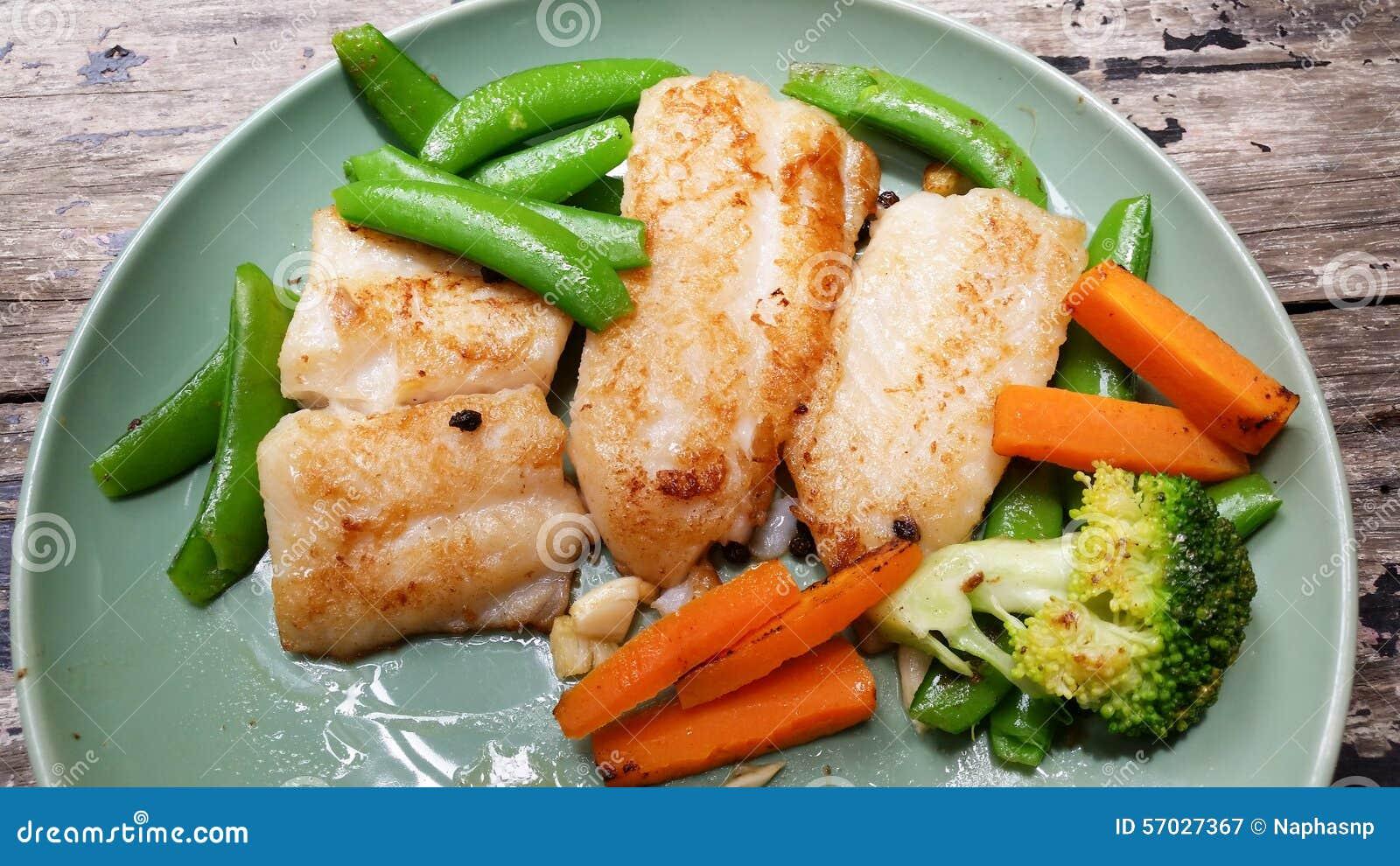Nourriture superbe de bifteck de poissons photo stock for Nourriture de poisson