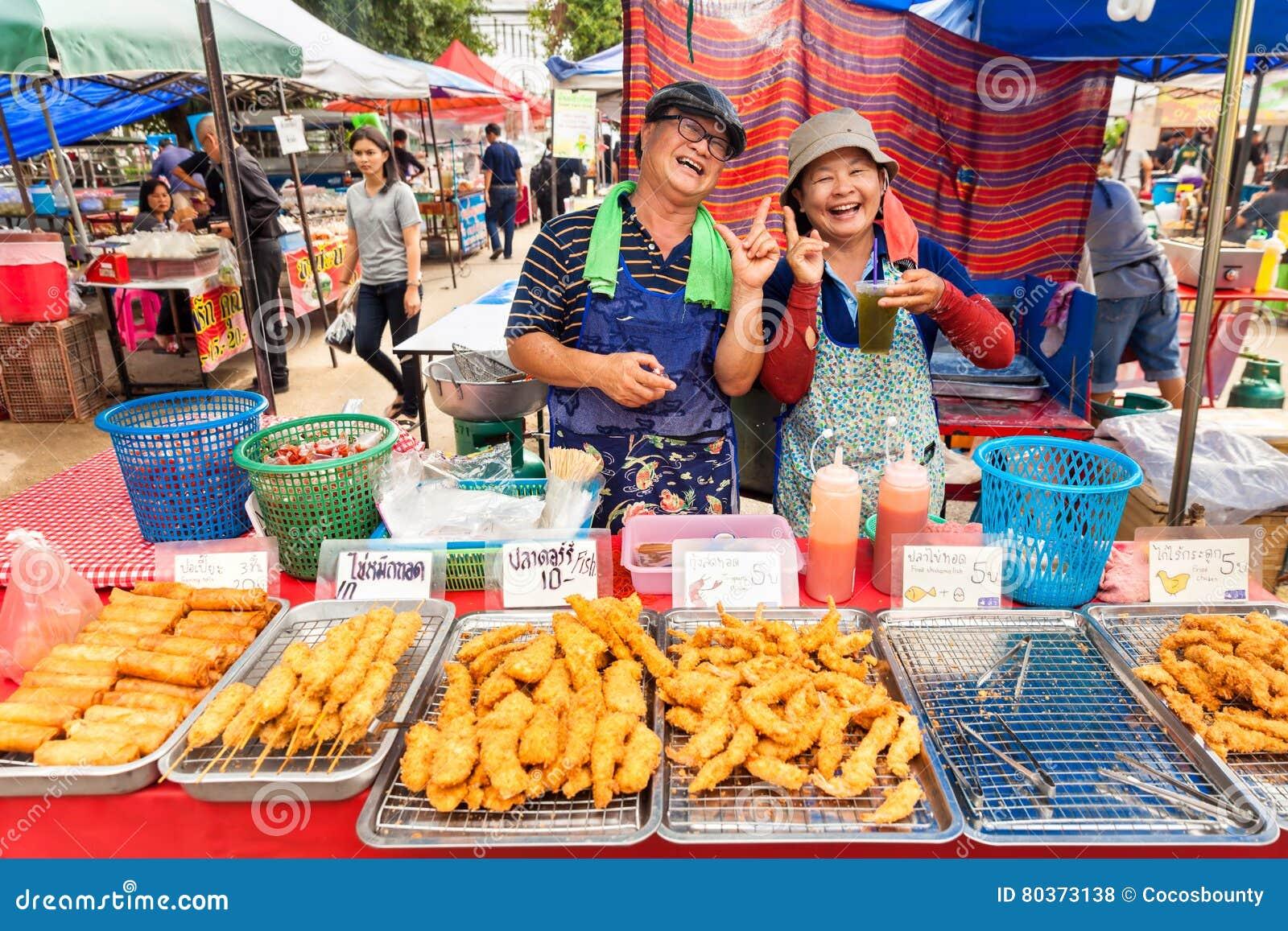 Nourriture tha landaise de la tha lande sur la rue bangkok - Cuisine thailandaise traditionnelle ...