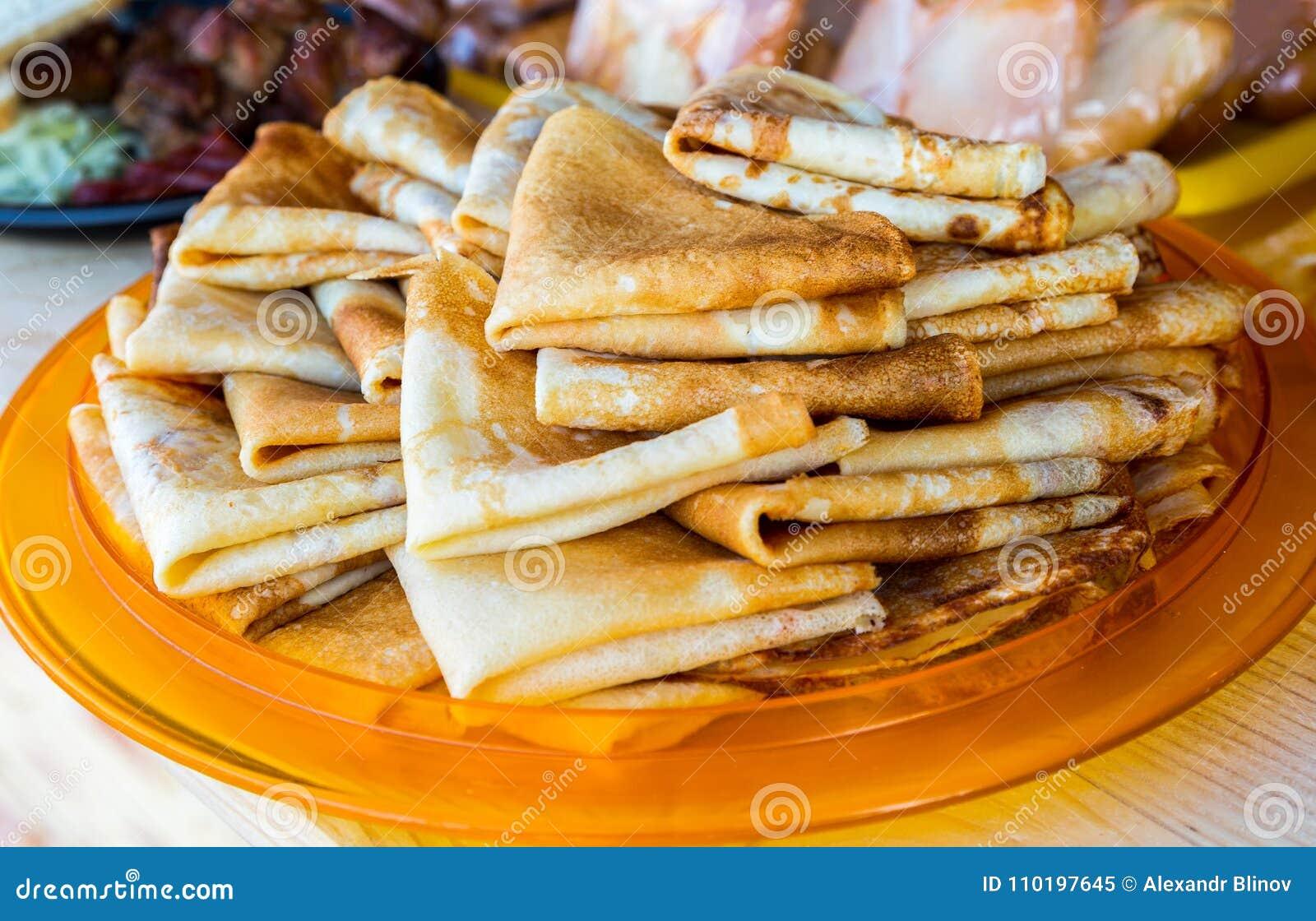 Nourriture traditionnelle russe cr pes frites app tissantes image stock image du d licieux - Cuisine traditionnelle russe ...