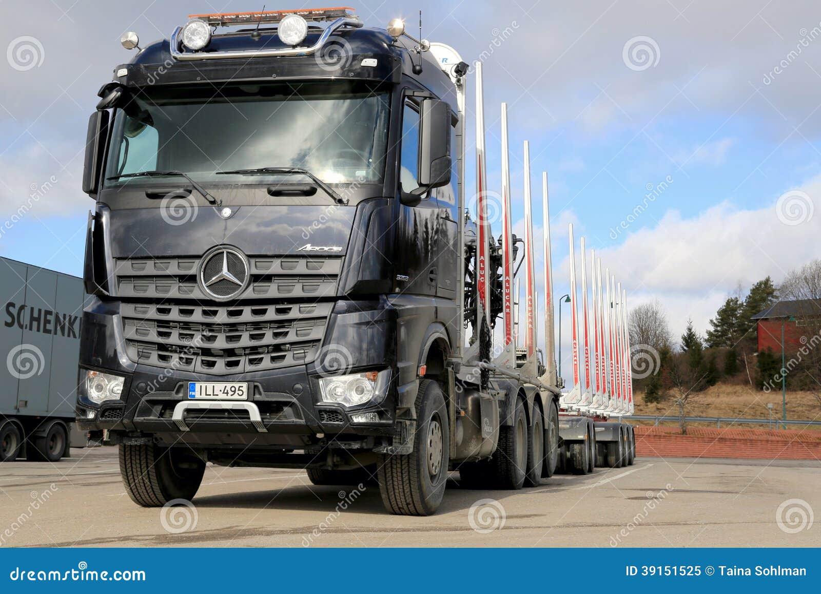 nouveau camion de bois de construction de mercedes benz arocs 3263 image ditorial image 39151525. Black Bedroom Furniture Sets. Home Design Ideas