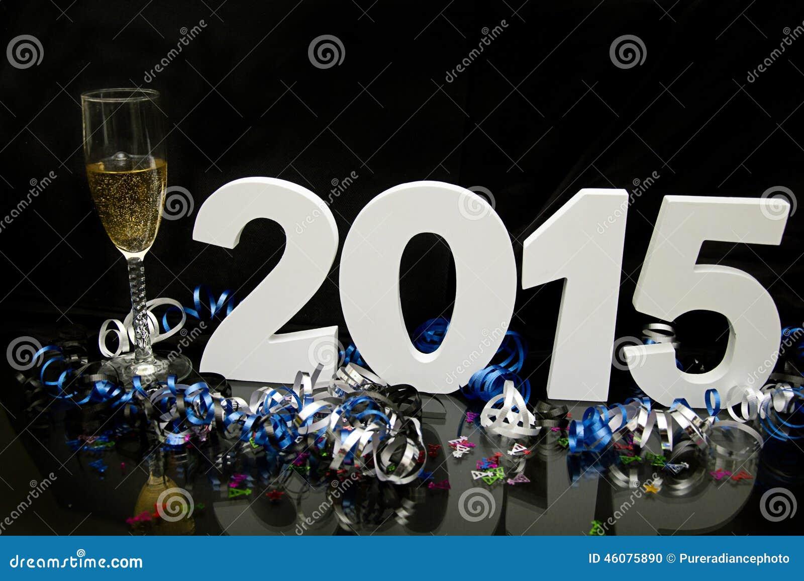 Nouvelle année 2015 sur le noir avec les confettis et le champagne