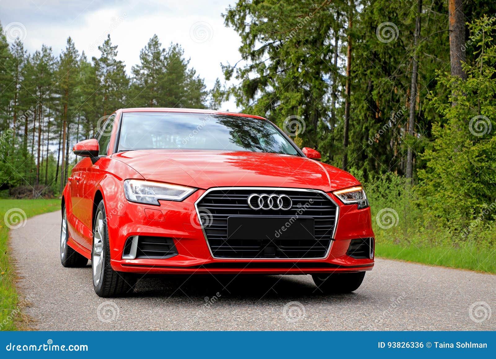 Nouvelle berline rouge 2017 d Audi A3