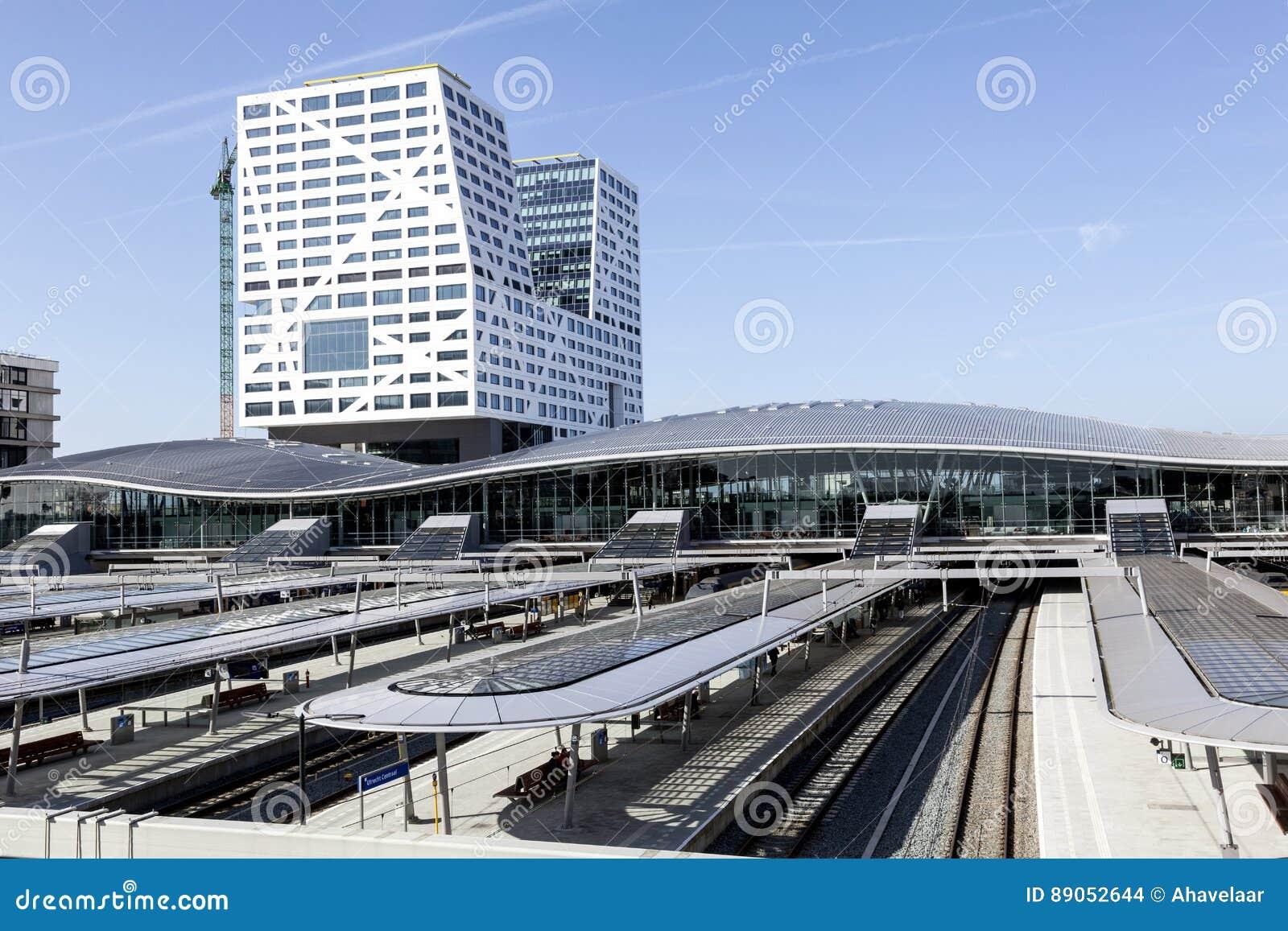 Nouvelle gare ferroviaire Utrecht vu de la passerelle