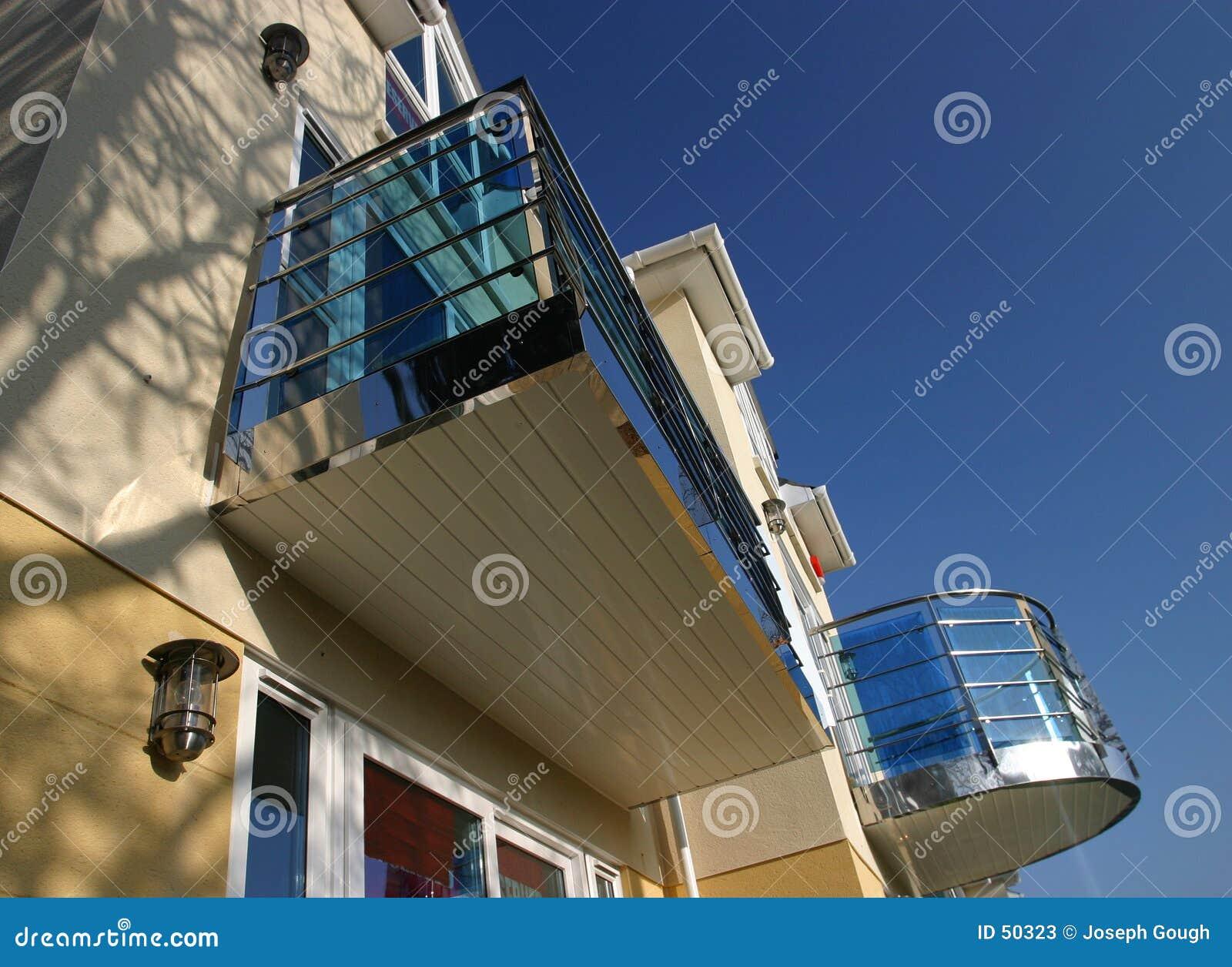 Download Nouvelle maison 2 image stock. Image du vivre, bavure, toit - 50323