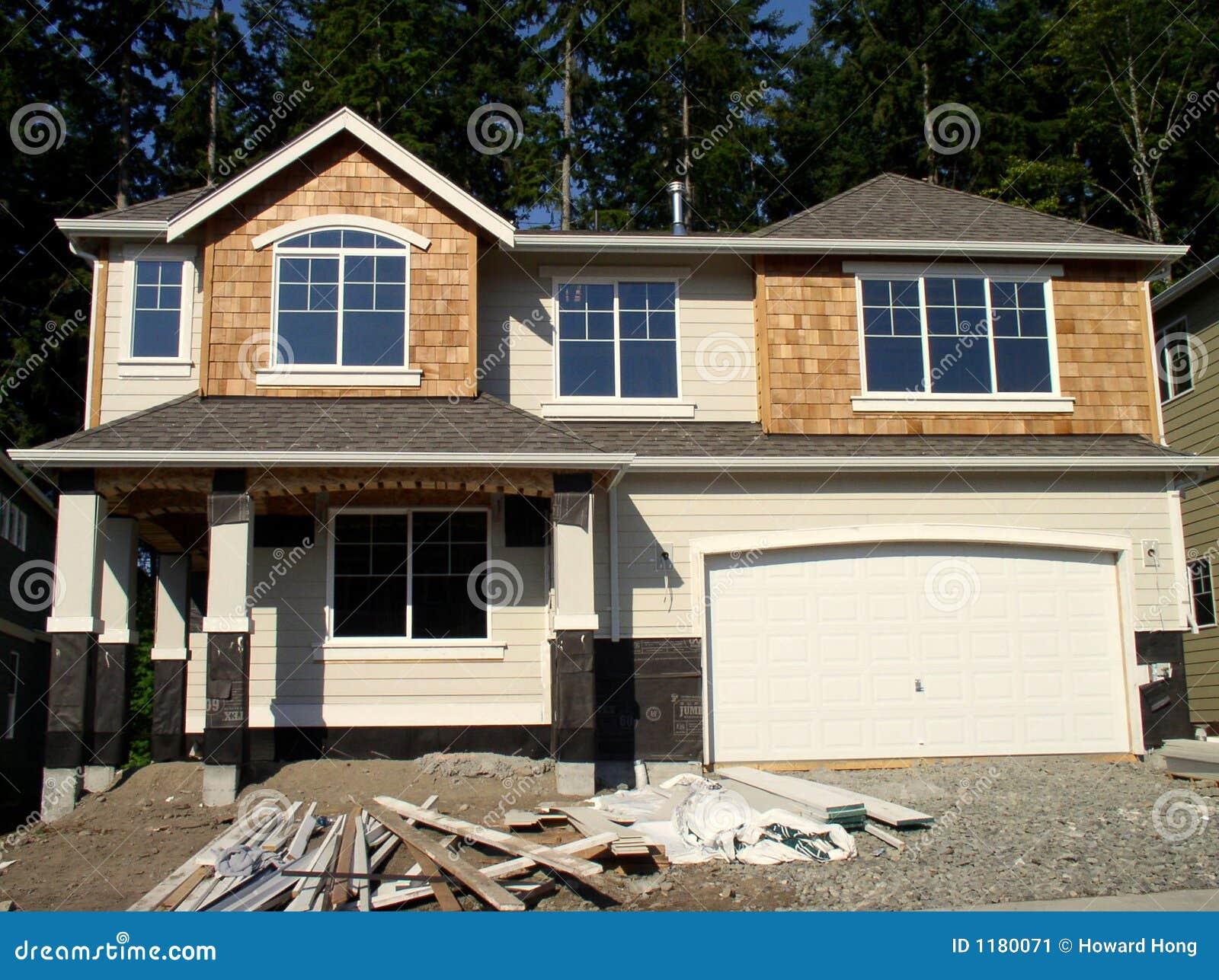 Nouvelle maison dans la construction