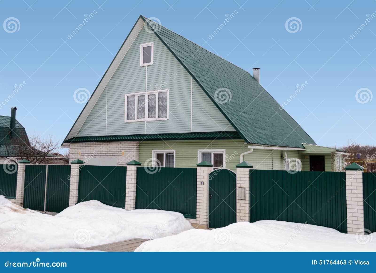 nouvelle maison de campagne avec la mansarde et le toit vert photo stock image 51764463. Black Bedroom Furniture Sets. Home Design Ideas