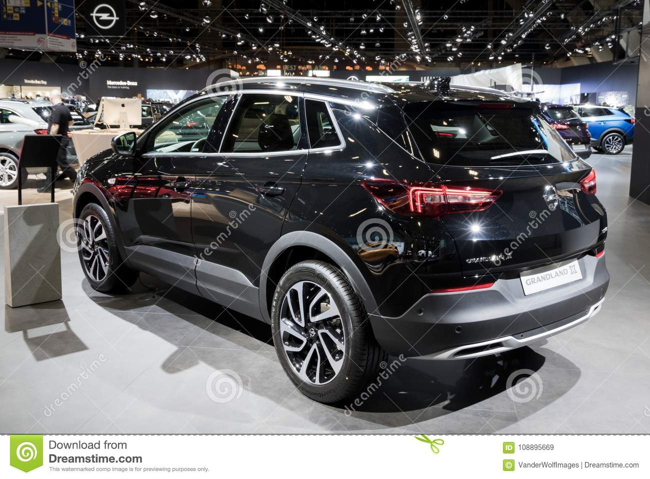 nouvelle voiture 2018 d 39 opel grandland x suv image stock ditorial image du conception neuf. Black Bedroom Furniture Sets. Home Design Ideas