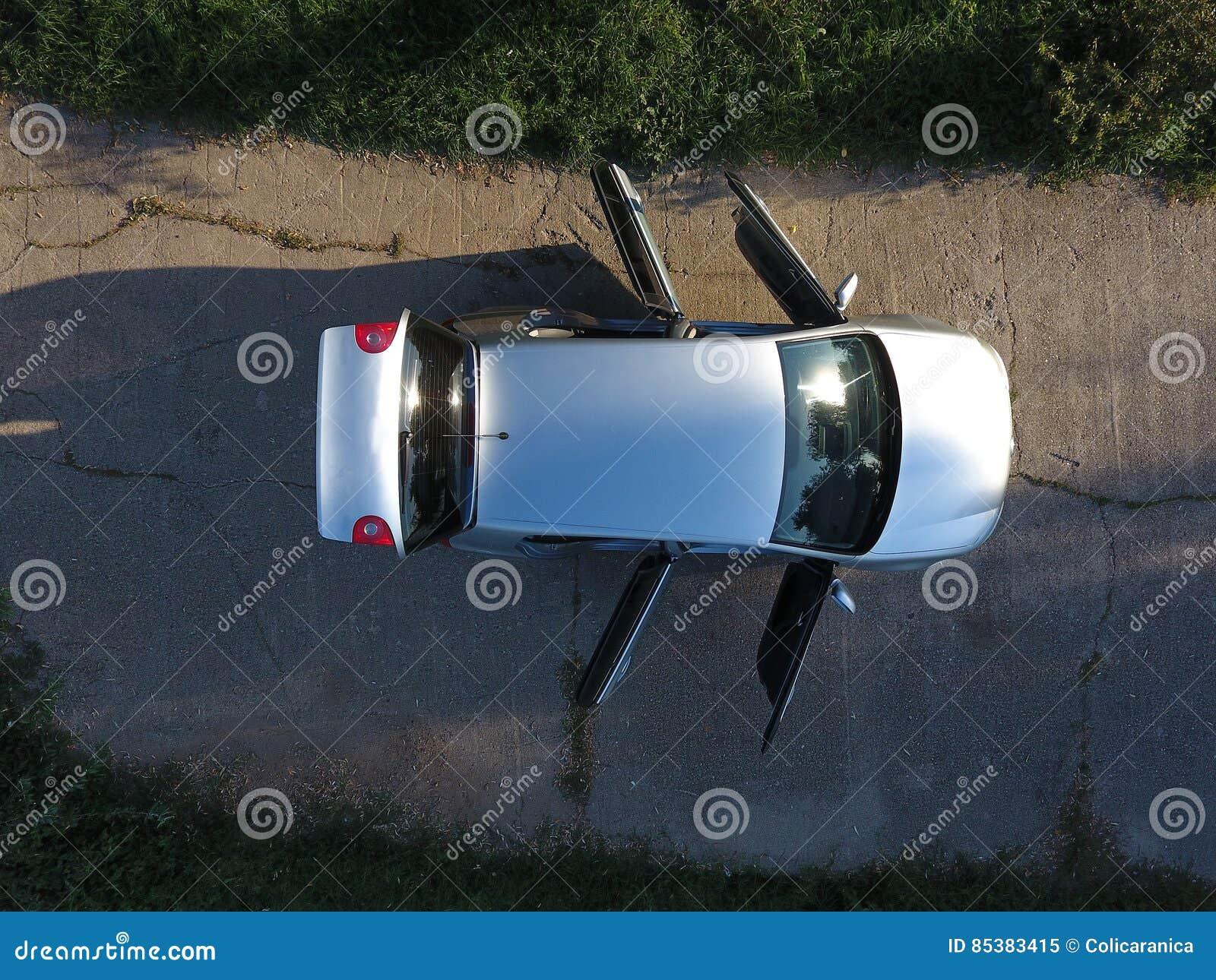 Nouvelle vue de voiture d 39 en haut image stock image du herbe argent 85383415 - Voiture vue de haut ...
