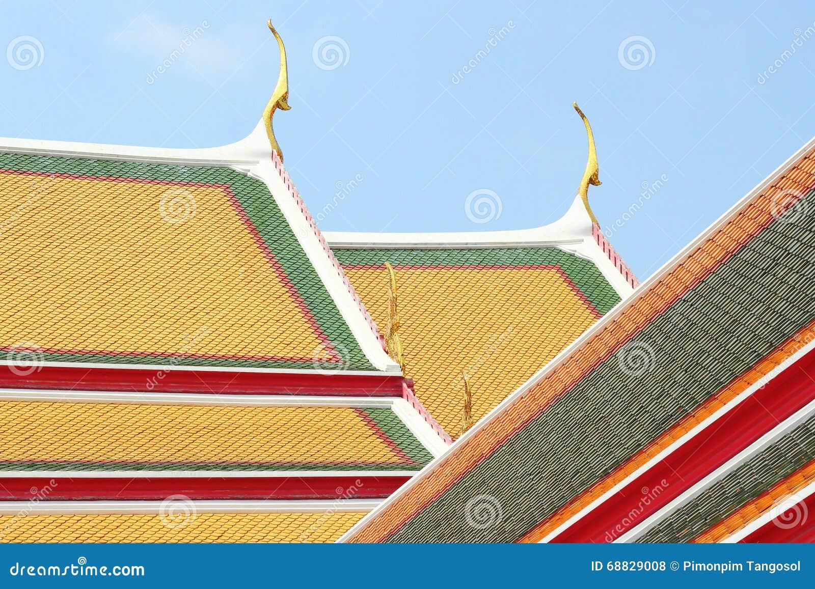 Nouvelles tuiles de toit