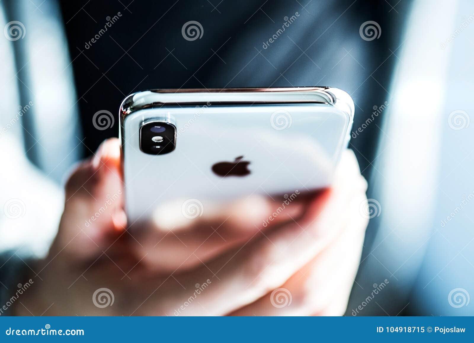 NOVA BANA, SLOWAKIJE - 28 NOV., 2017: Nieuwe Apple-iPhone X smartphone