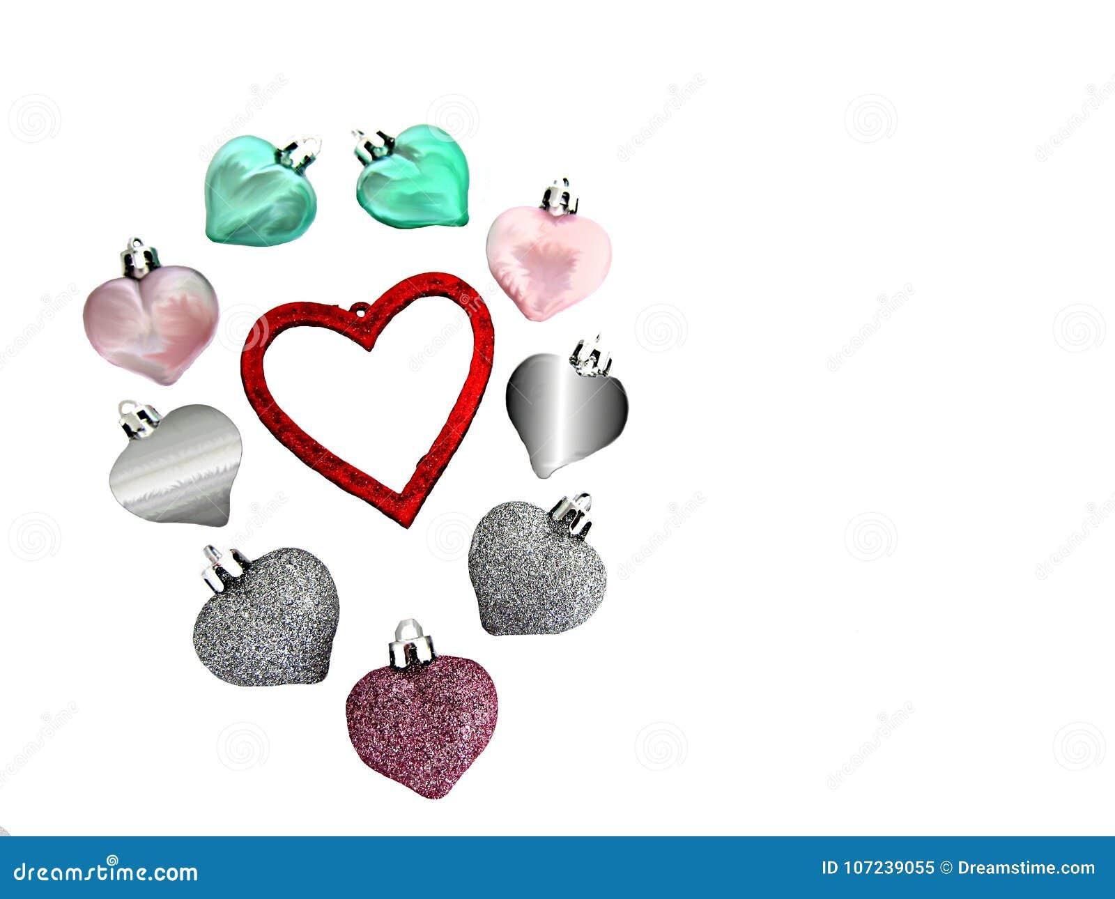 Nove corações que cercam um coração vermelho grande para dizer, eu te amo, no dia de Valentim, isolado em um fundo branco
