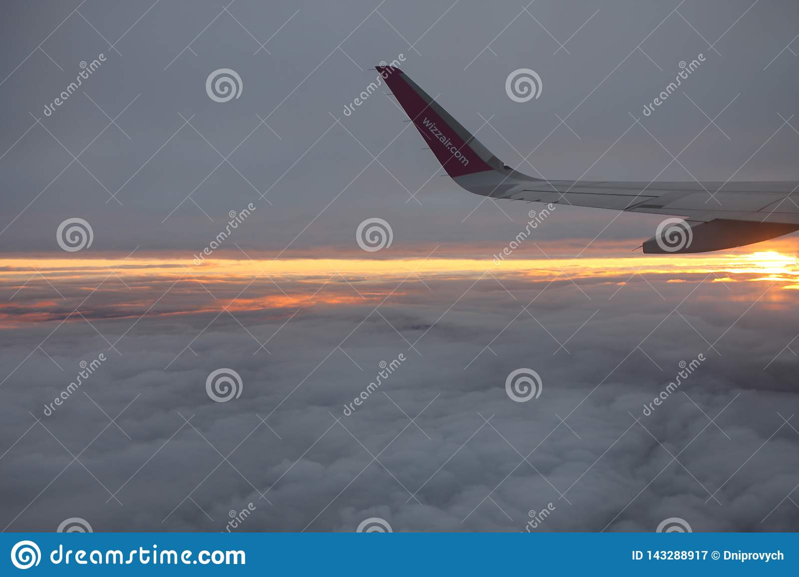 Travelling with Wizzair. Beatiful colorful sunset