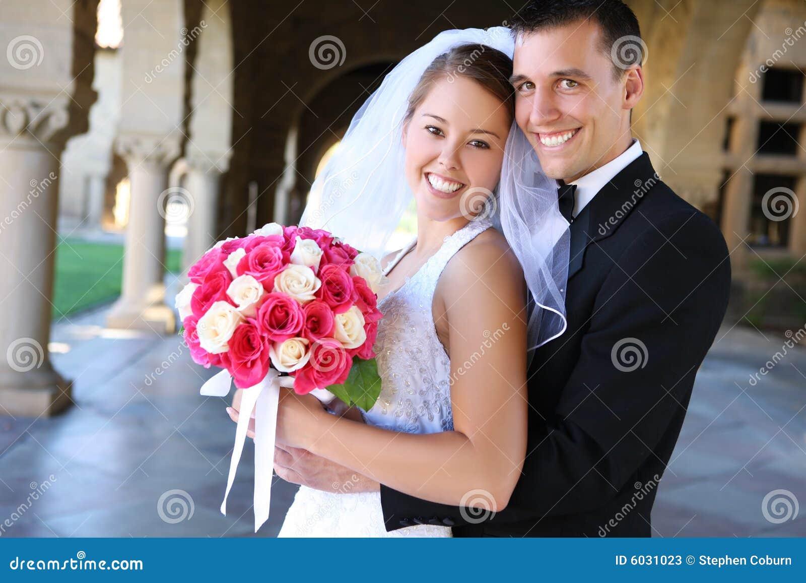 Novia y novio en la boda