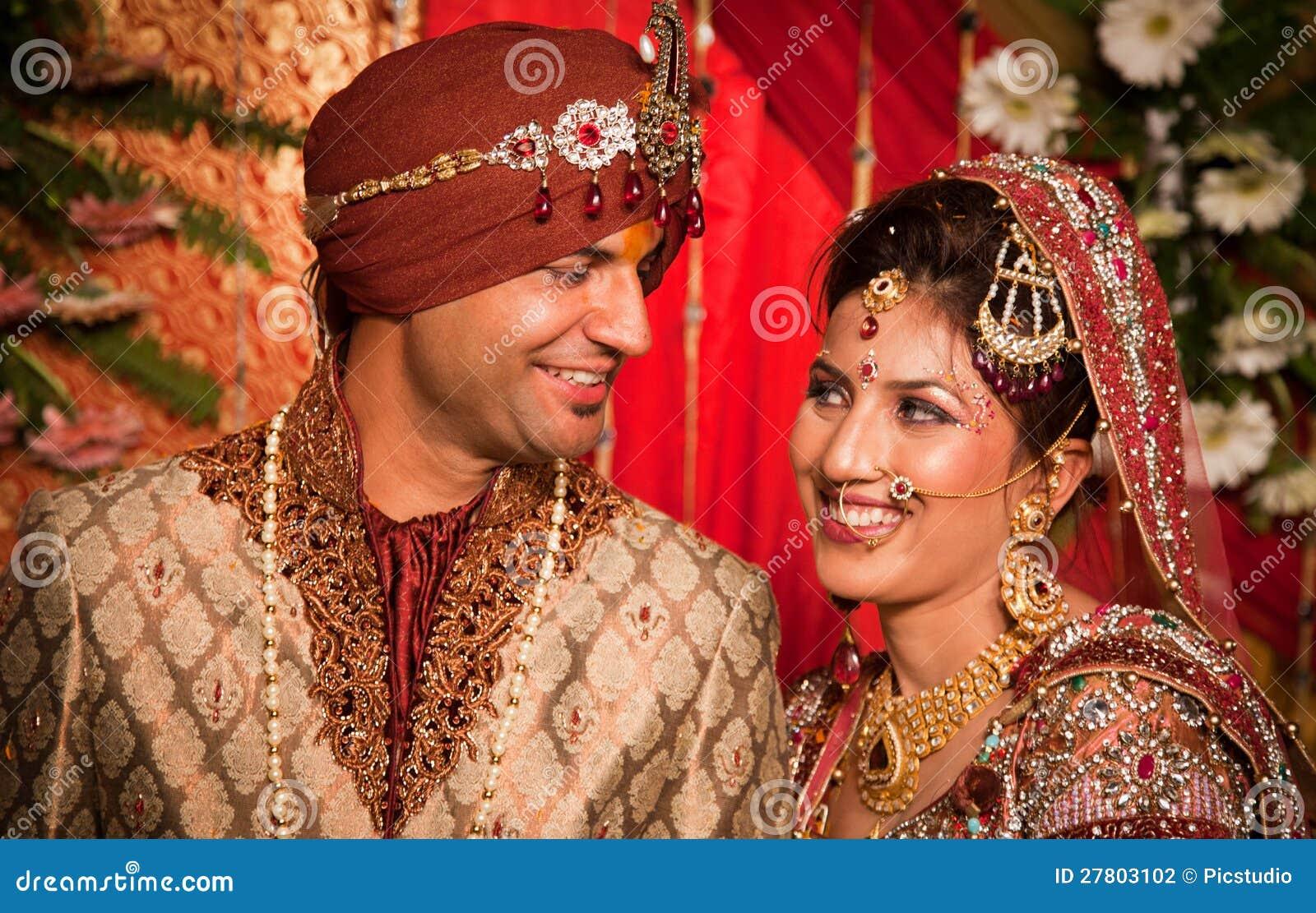 Novia y novio indios