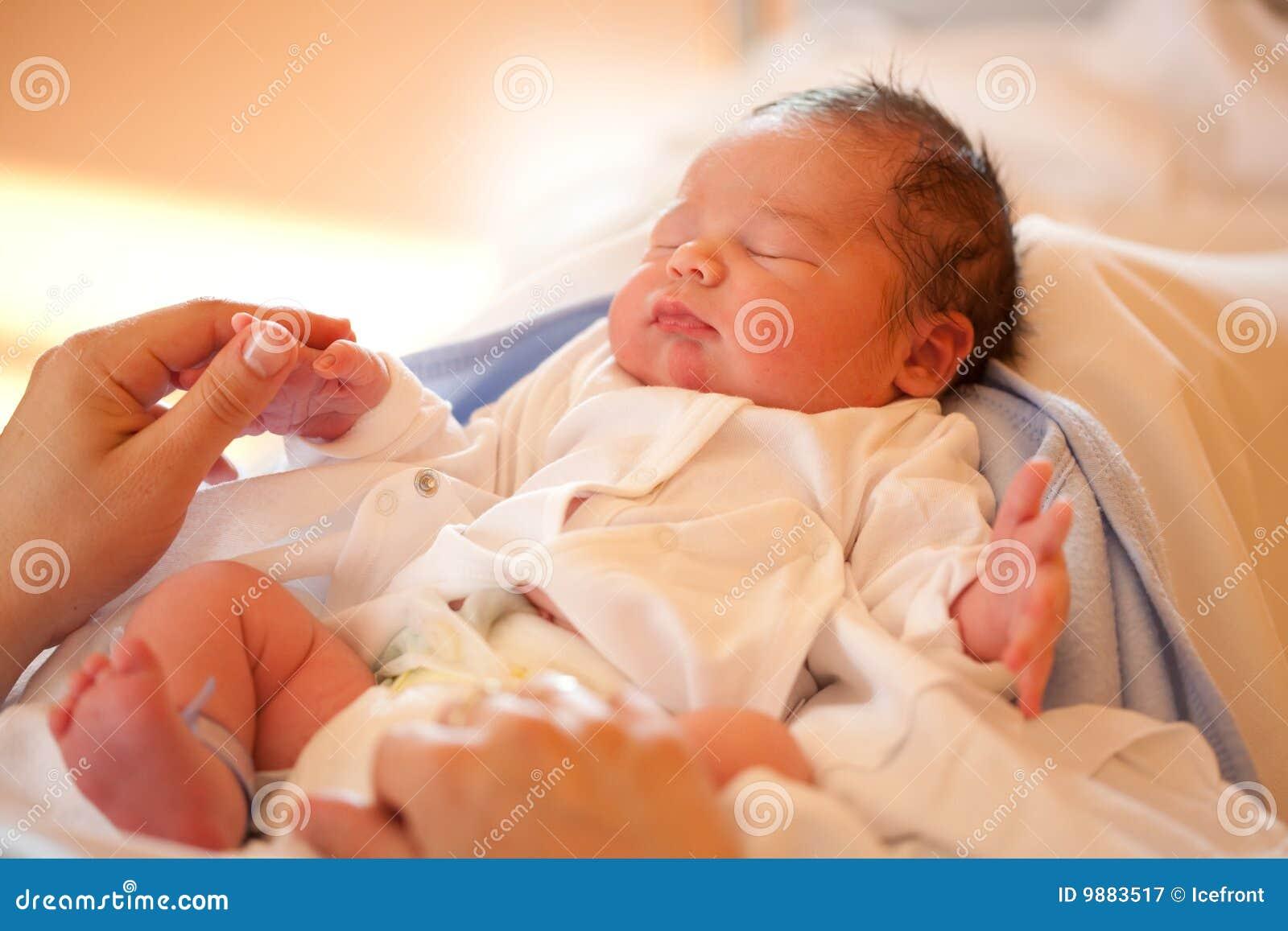 Nowa urodzona dziecko chłopiec
