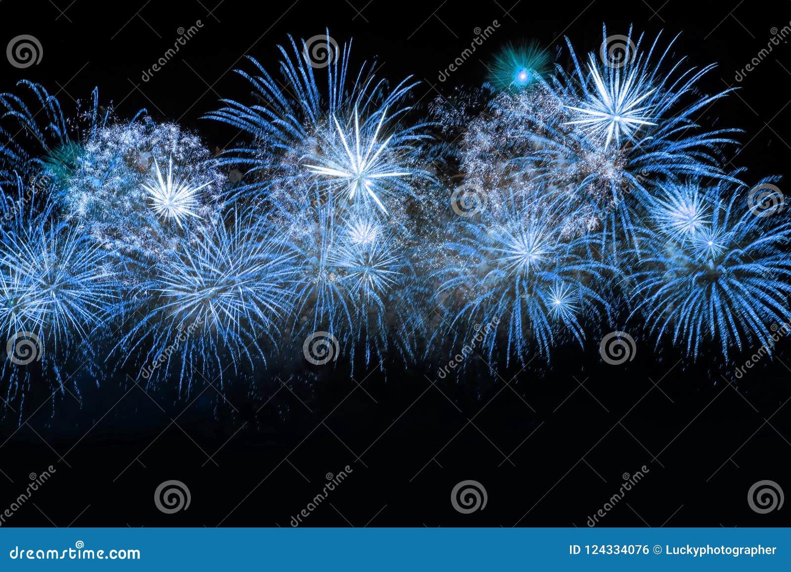 Nowego Roku świętowania błękita fajerwerki