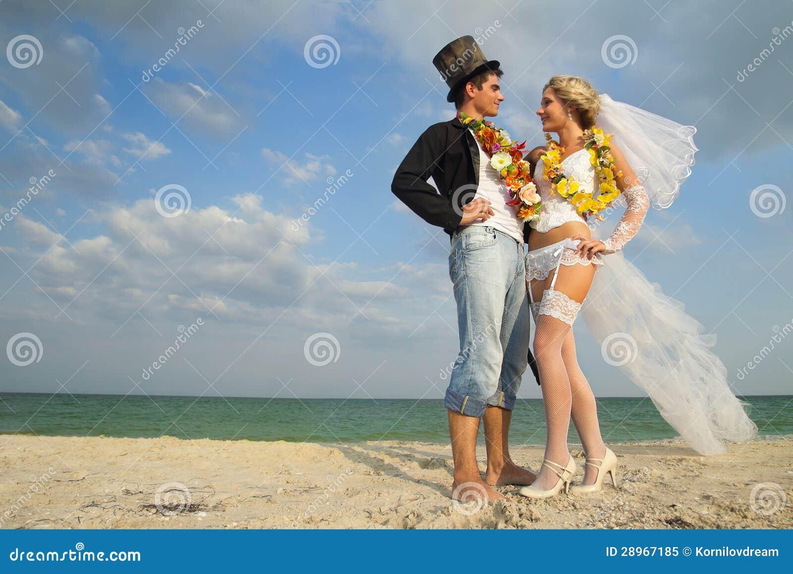 Nowożeńcy para w hawajczyku Hula