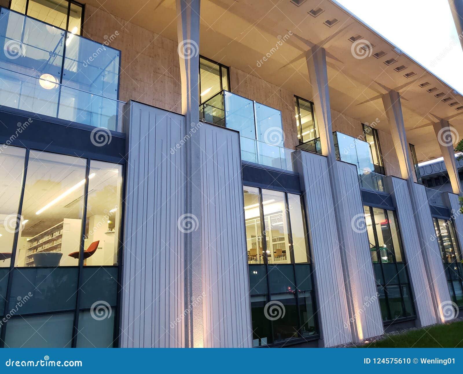 Nowożytna budynek Środkowej biblioteki powierzchowność, miasta Tulsa Oklahoma usa