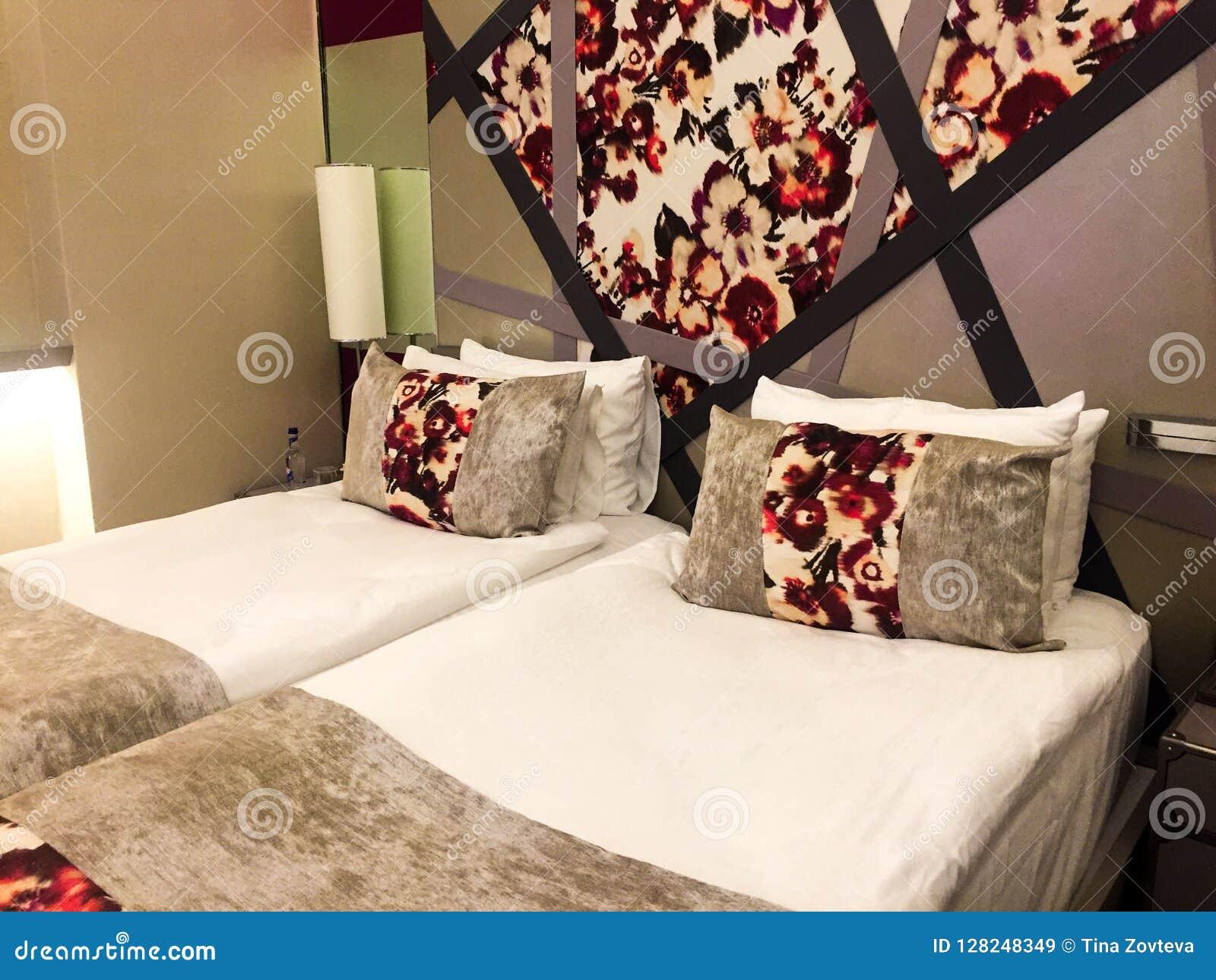 Nowożytna sypialnia przy hotelem