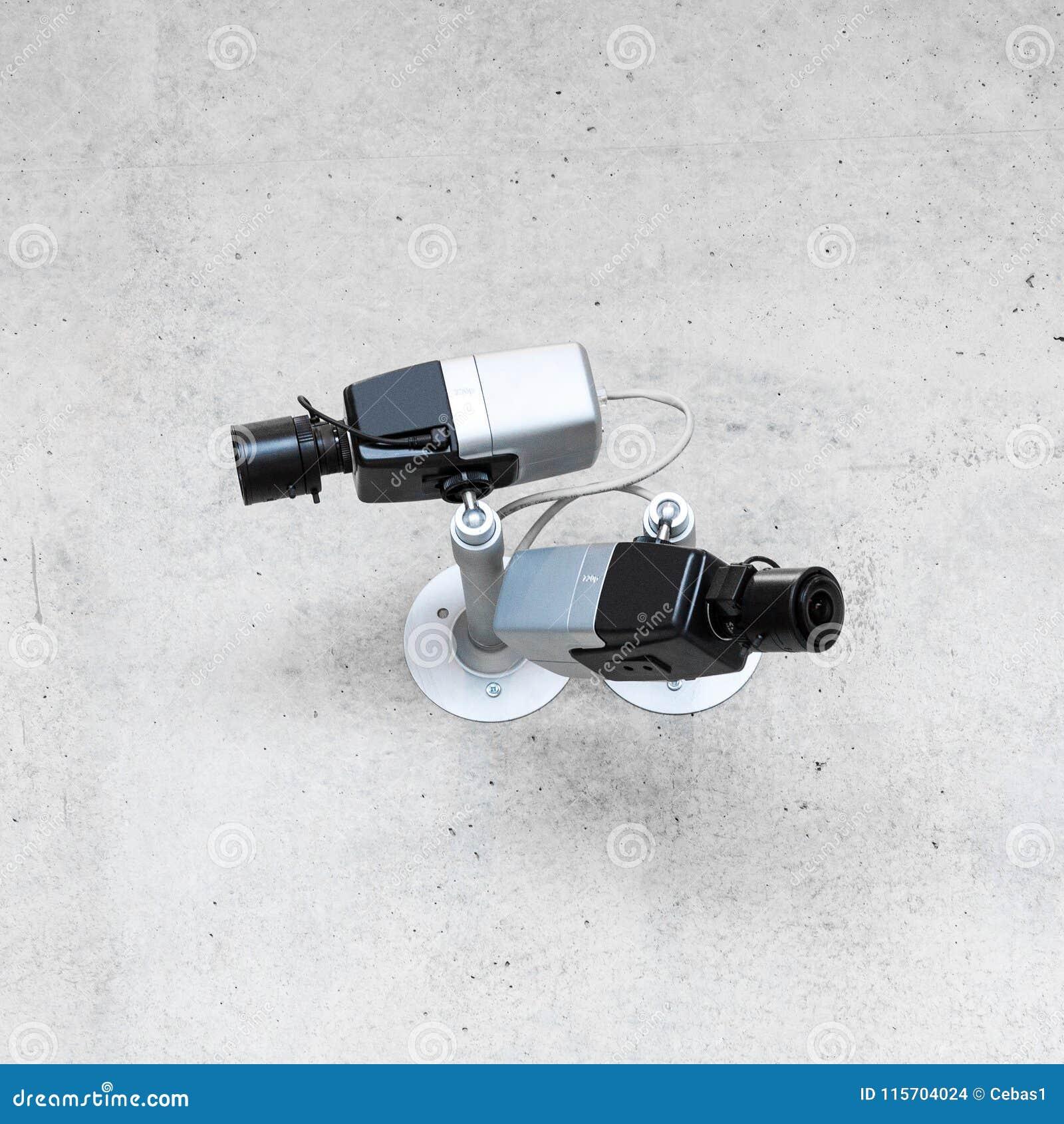 Nowożytne cctv kamery bezpieczeństwa na betonowej ścianie