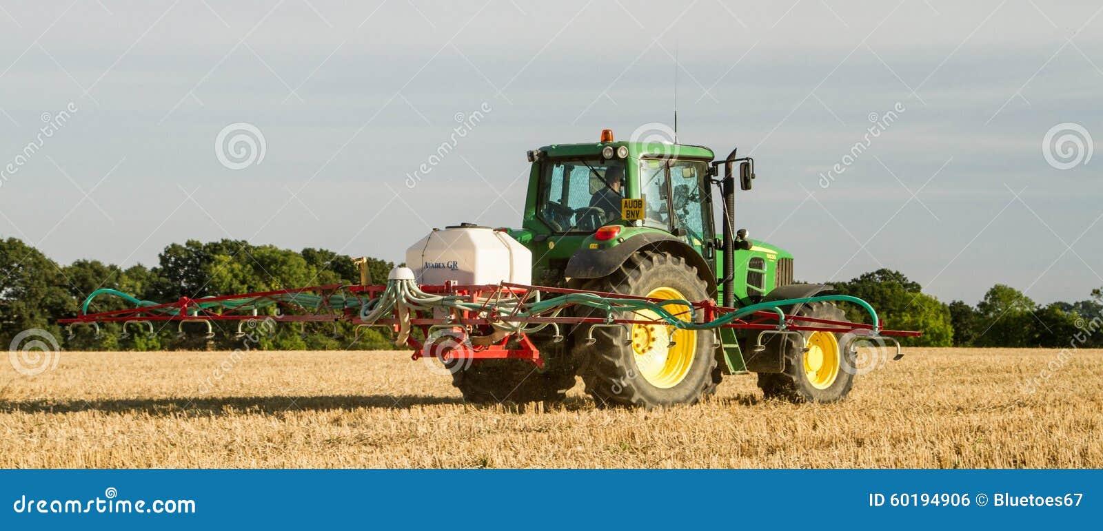 Nowożytnego John deere opryskiwania pola ścierni ciągnikowe Ciągnikowe uprawy
