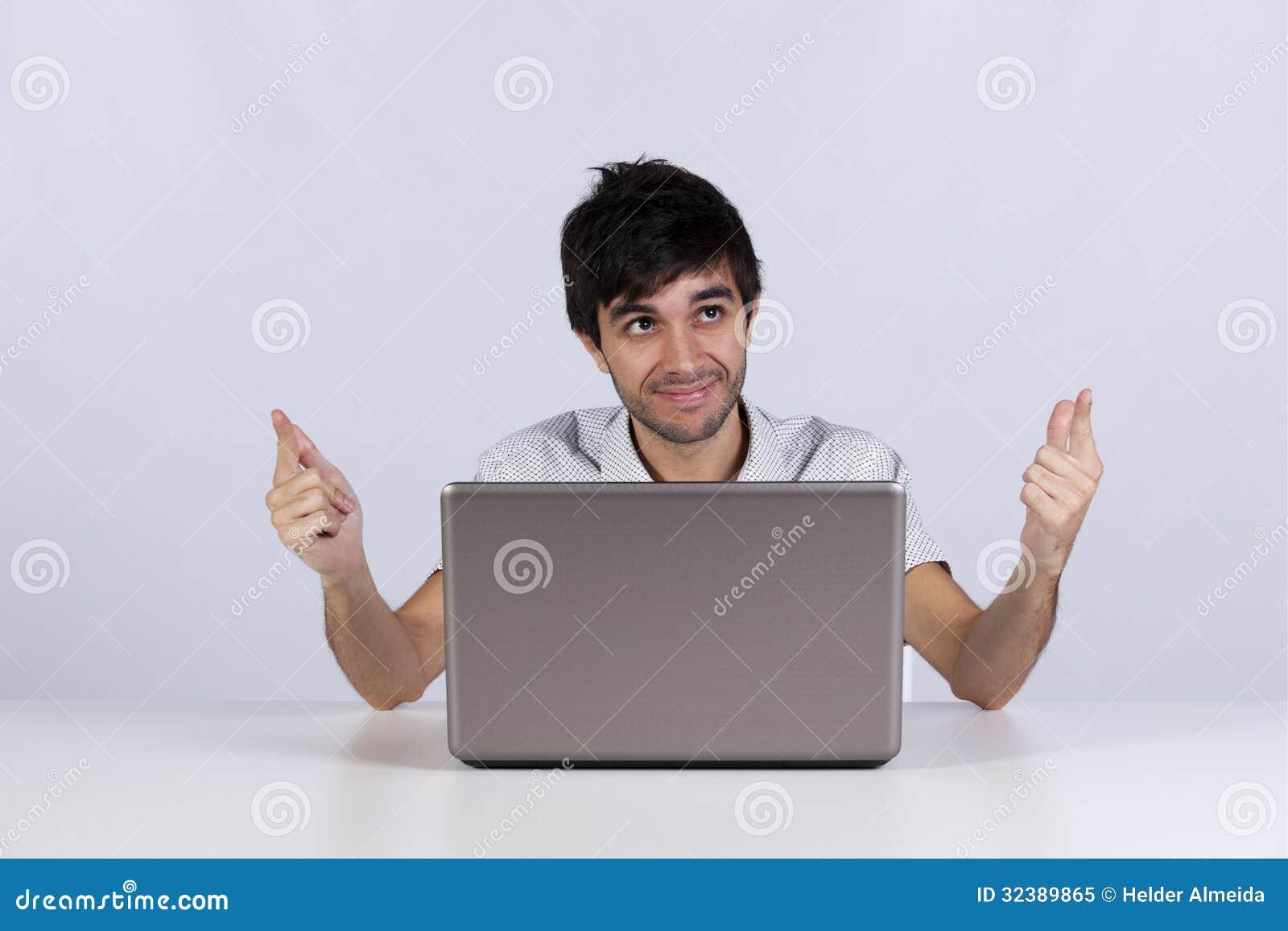 Nowożytny biznesmen przy jego biurem
